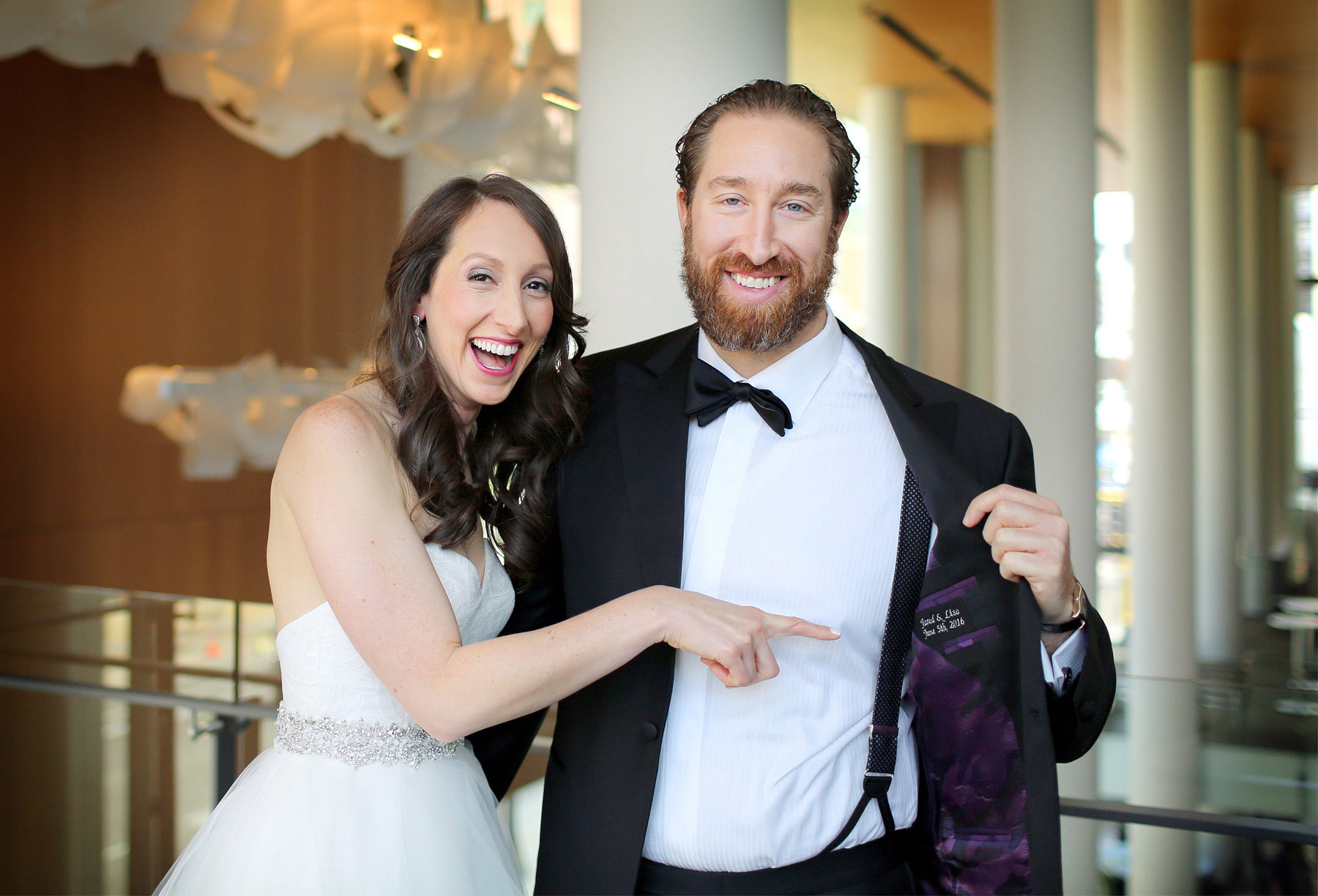 06-Minneapolis-Minnesota-Wedding-Photography-by-Vick-Photography-Hilton-Downtown-Reversable-Tux-Suite-Liner-Lisa-and-Jared.jpg
