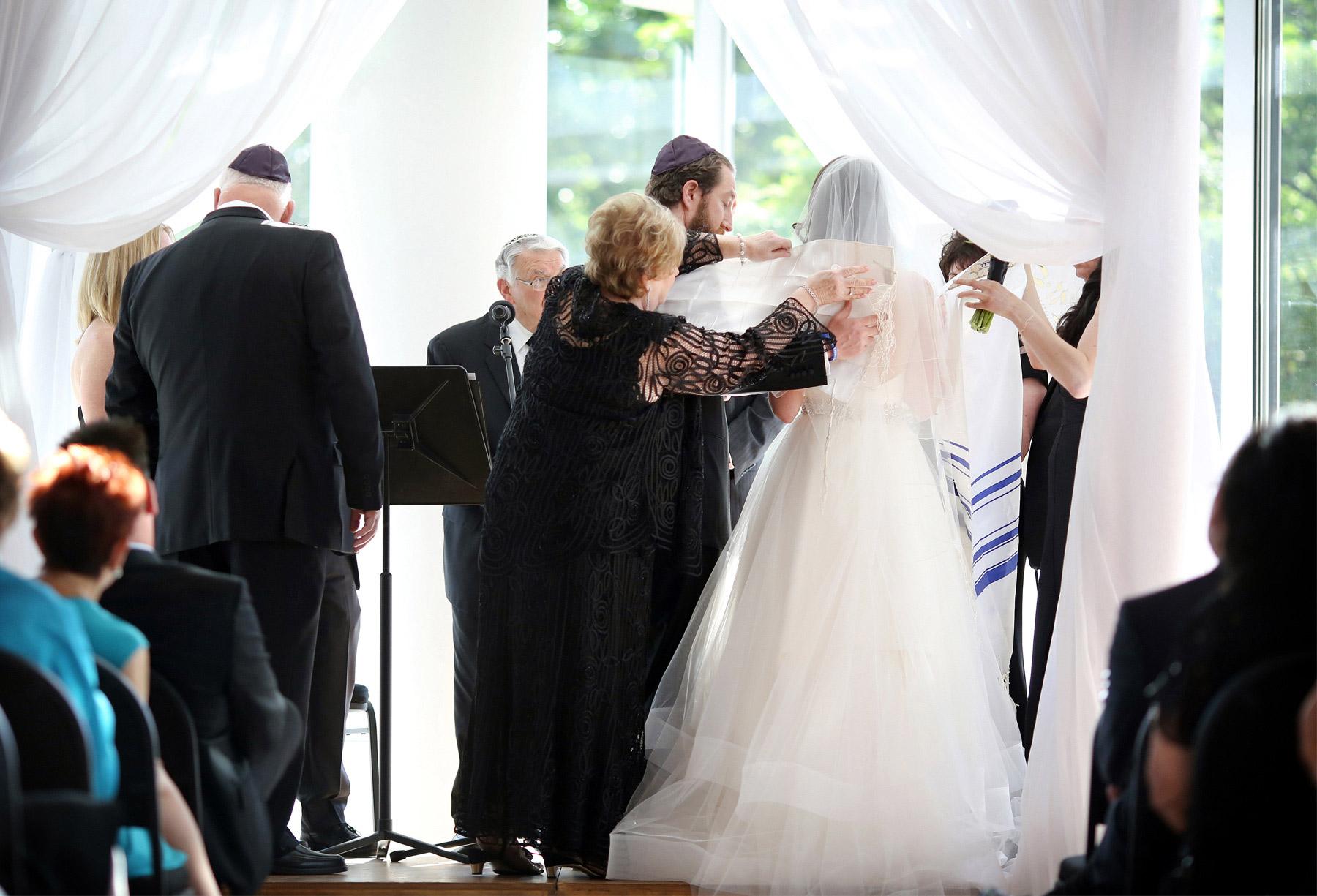 11-Minneapolis-Minnesota-Wedding-Photography-by-Vick-Photography-Hilton-Downtown-Ceremony-Lisa-and-Jared.jpg