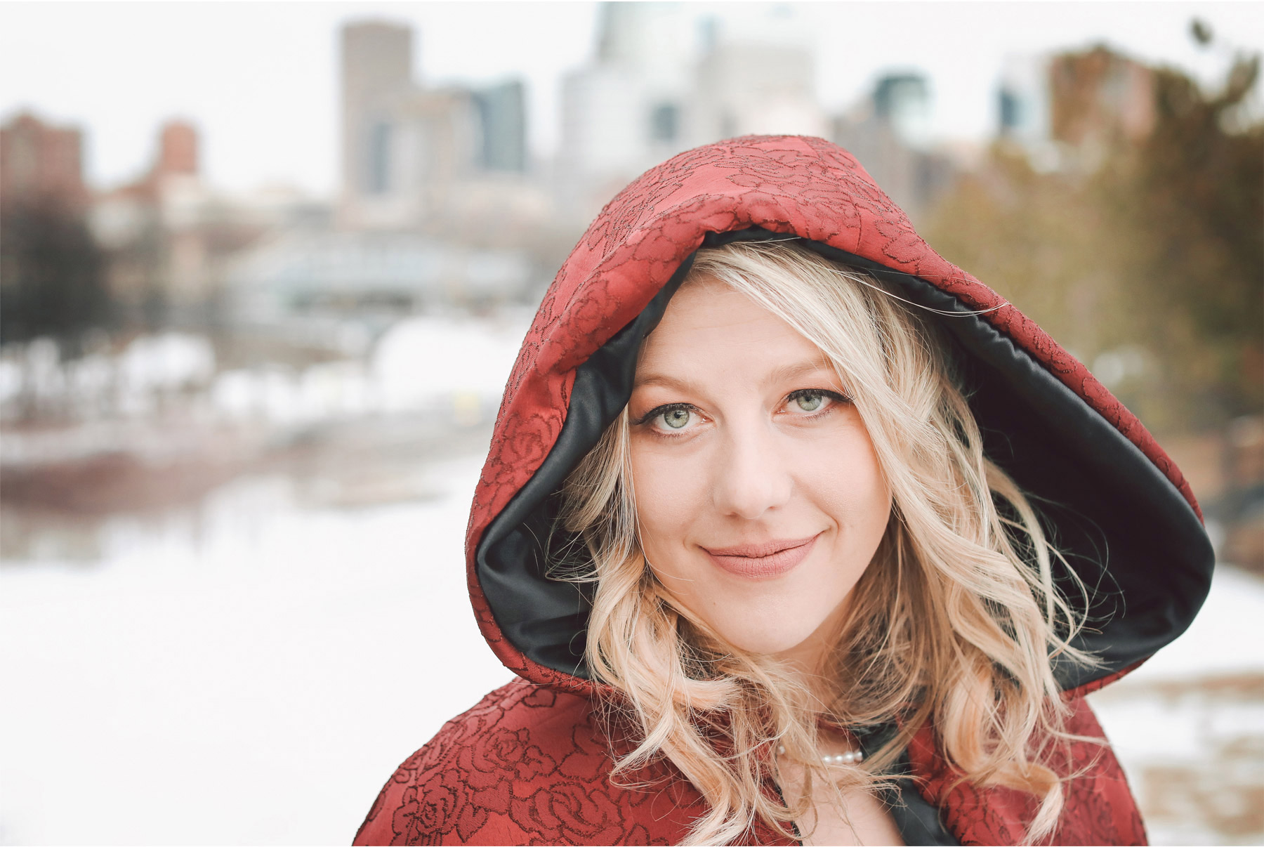 14-Minneapolis-Wedding-Photography-by-Vick-Photography-Winter-Wedding-Red-Cape-Shayla-and-Kyle.jpg