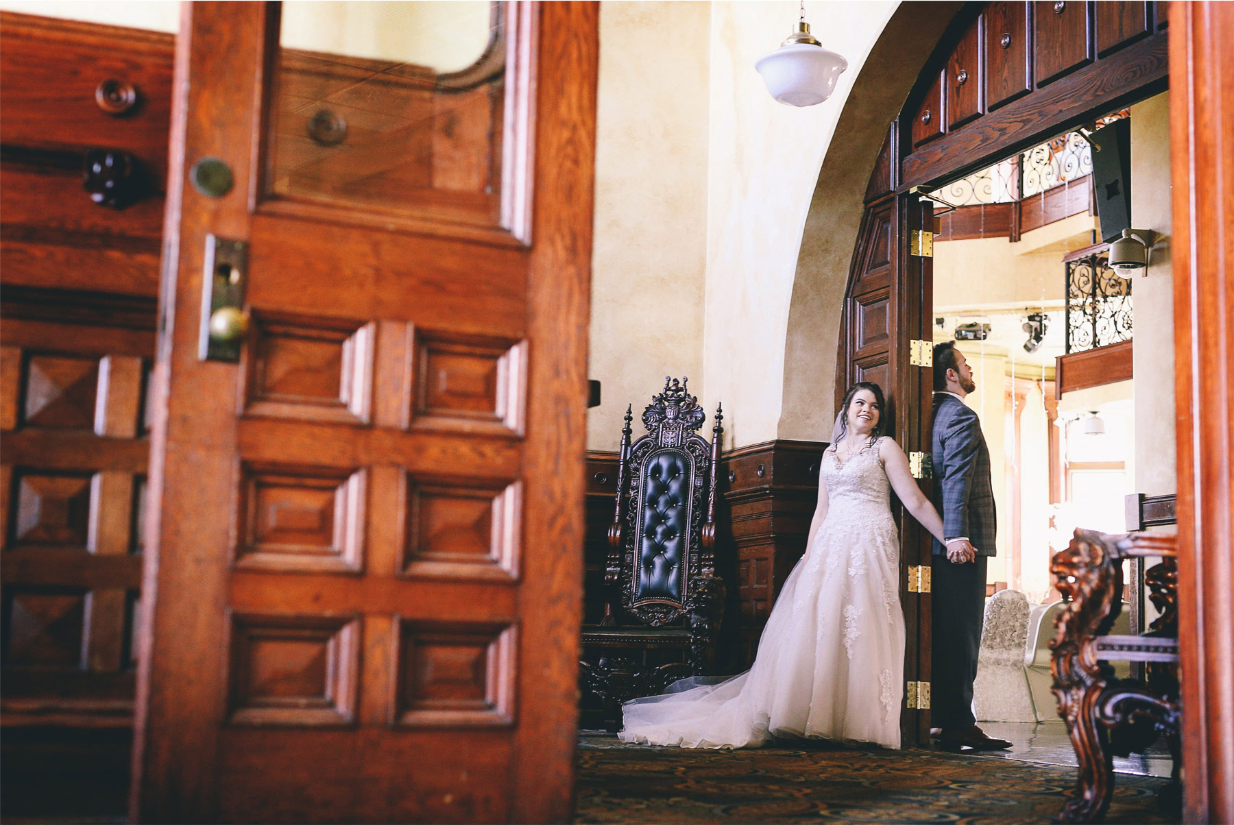 04-Minneapolis-Wedding-Photography-by-Vick-Photography-Historic-Concord-Exchange-First-Look-Rachael-and-Benjamin.jpg