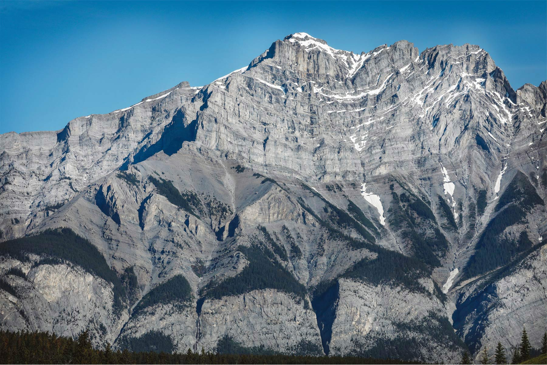 01-Banff-Canada-Engagement-Photography-by-Vick-Photography-Mountains-Lizz-and-Brady.jpg