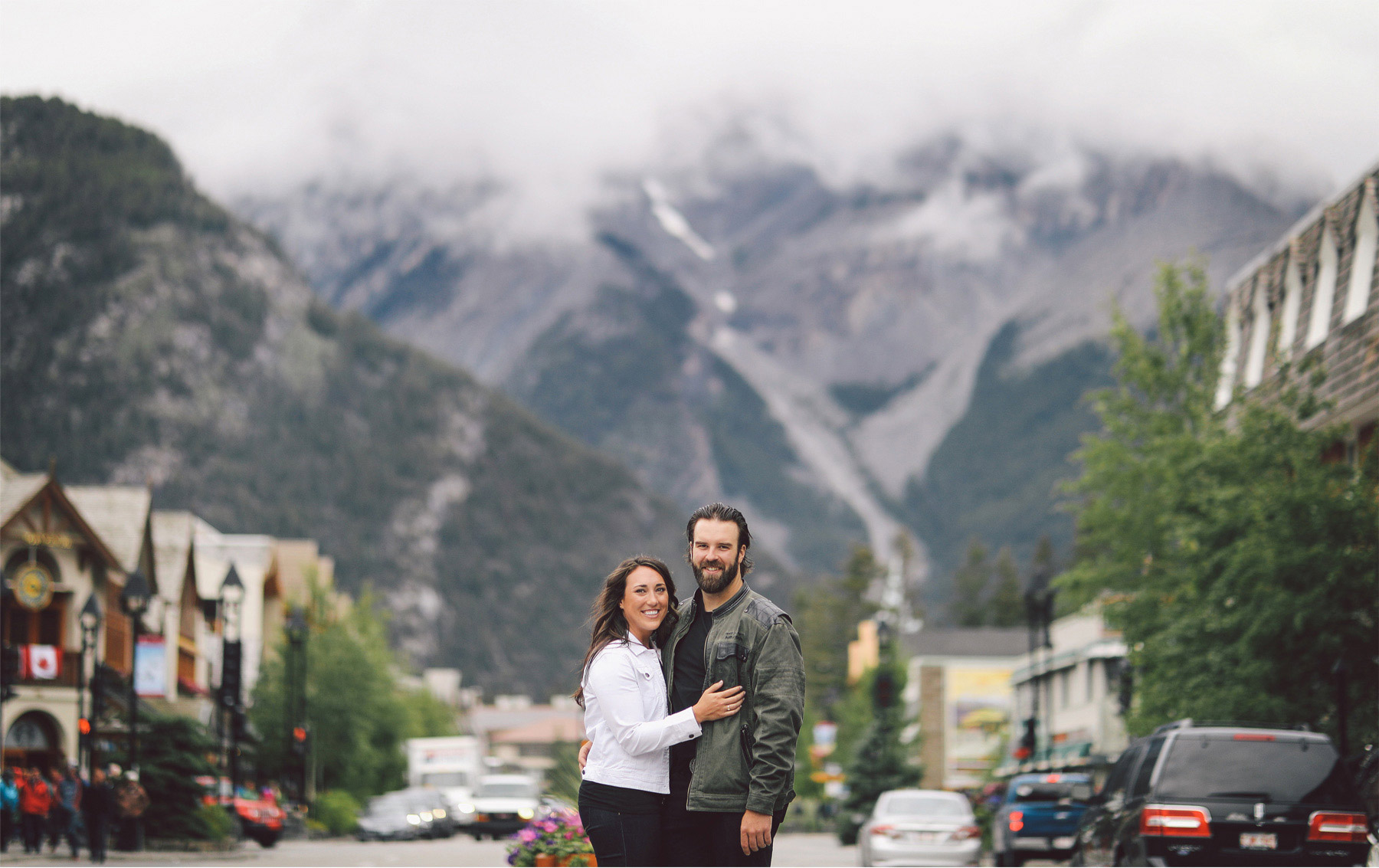 01-Calgary-Canada-Engagement-Photography-by-Vick-Photography-Mountains-Lizz-and-Brady.jpg