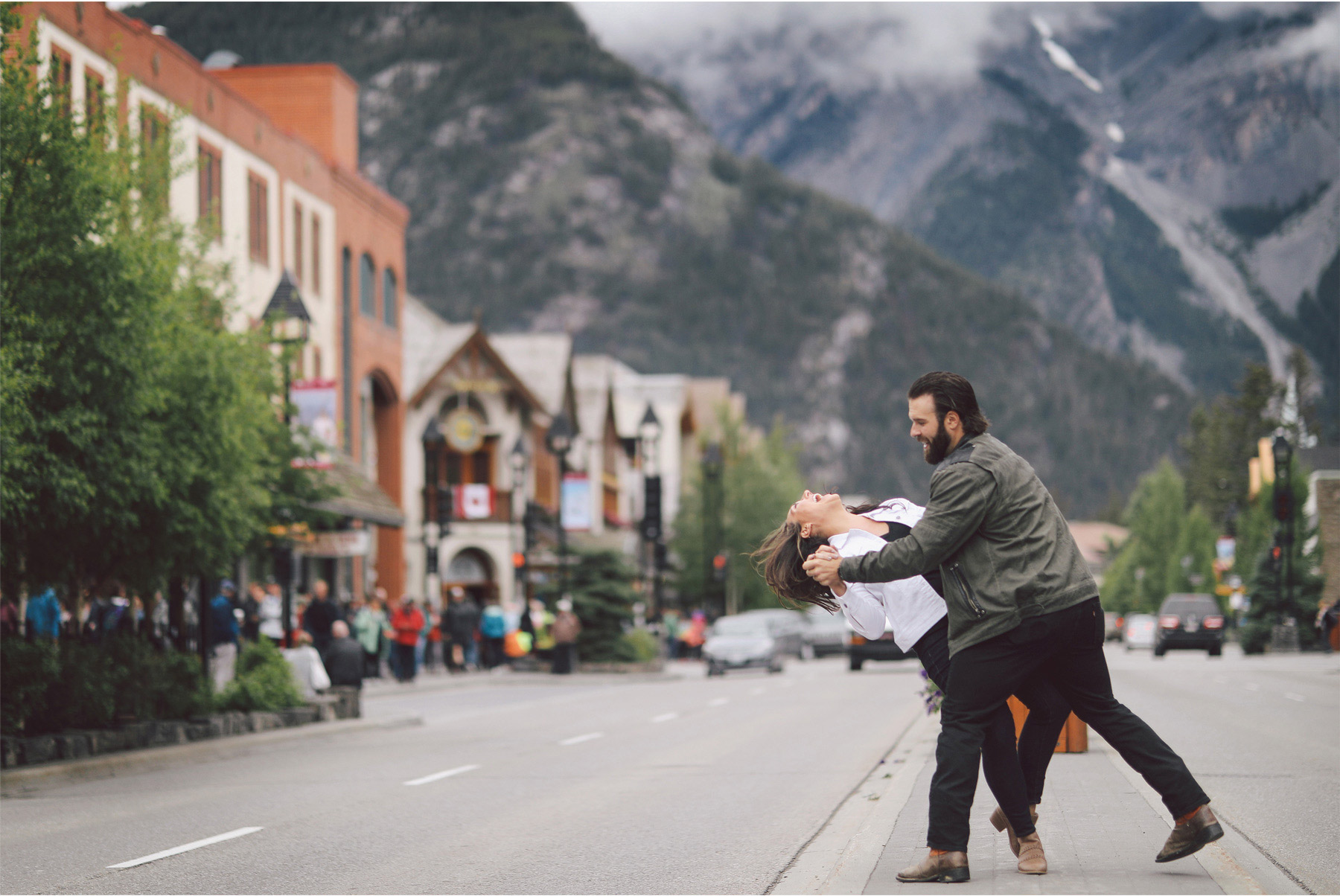 03-Calgary-Canada-Engagement-Photography-by-Vick-Photography-Mountains-Lizz-and-Brady.jpg