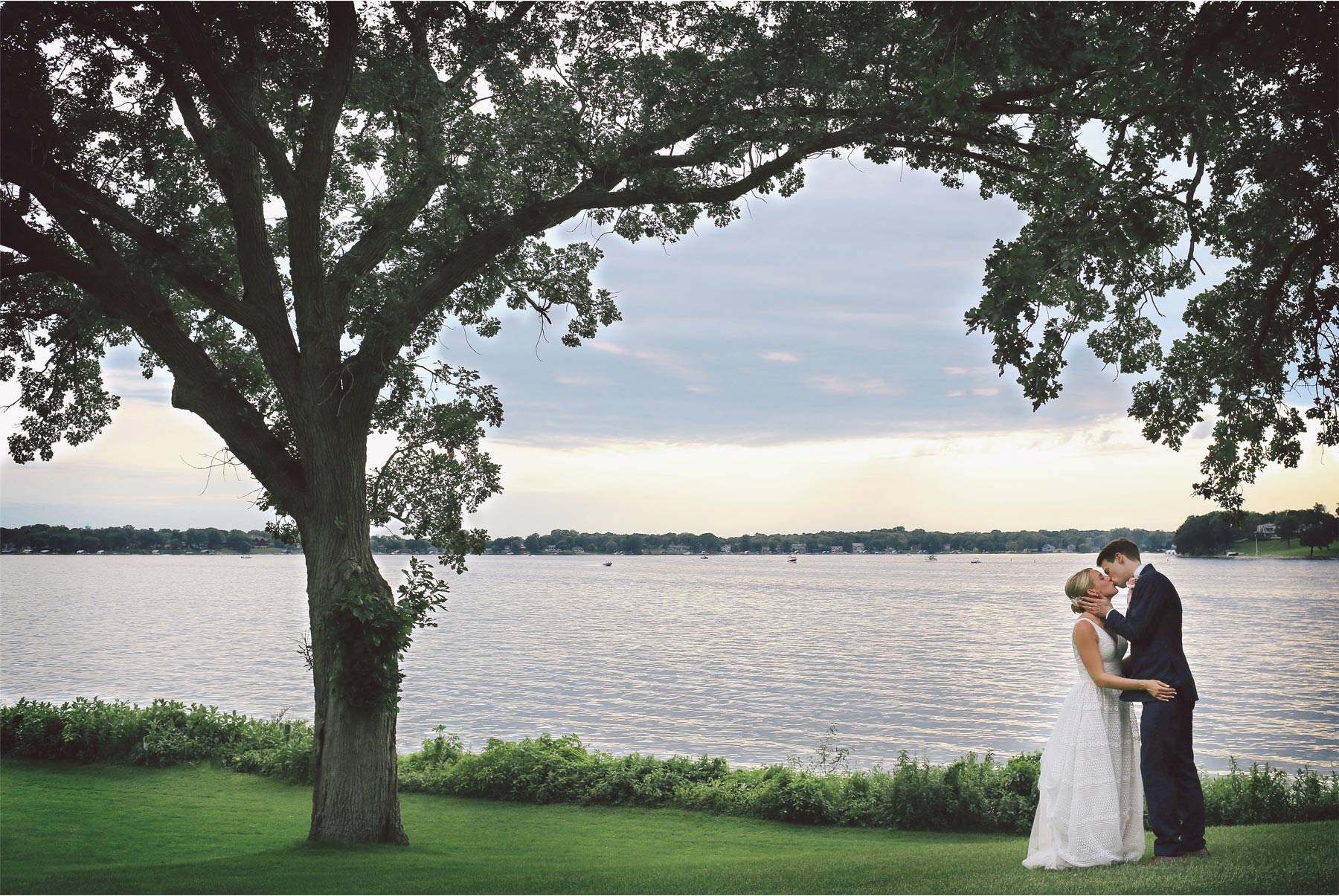 17-Minneapolis-Minnesota-Wedding-Photography-by-Vick-Photography-Lafayette-Club-Lake-Sunset-Maggie-and-Nicholas.jpg