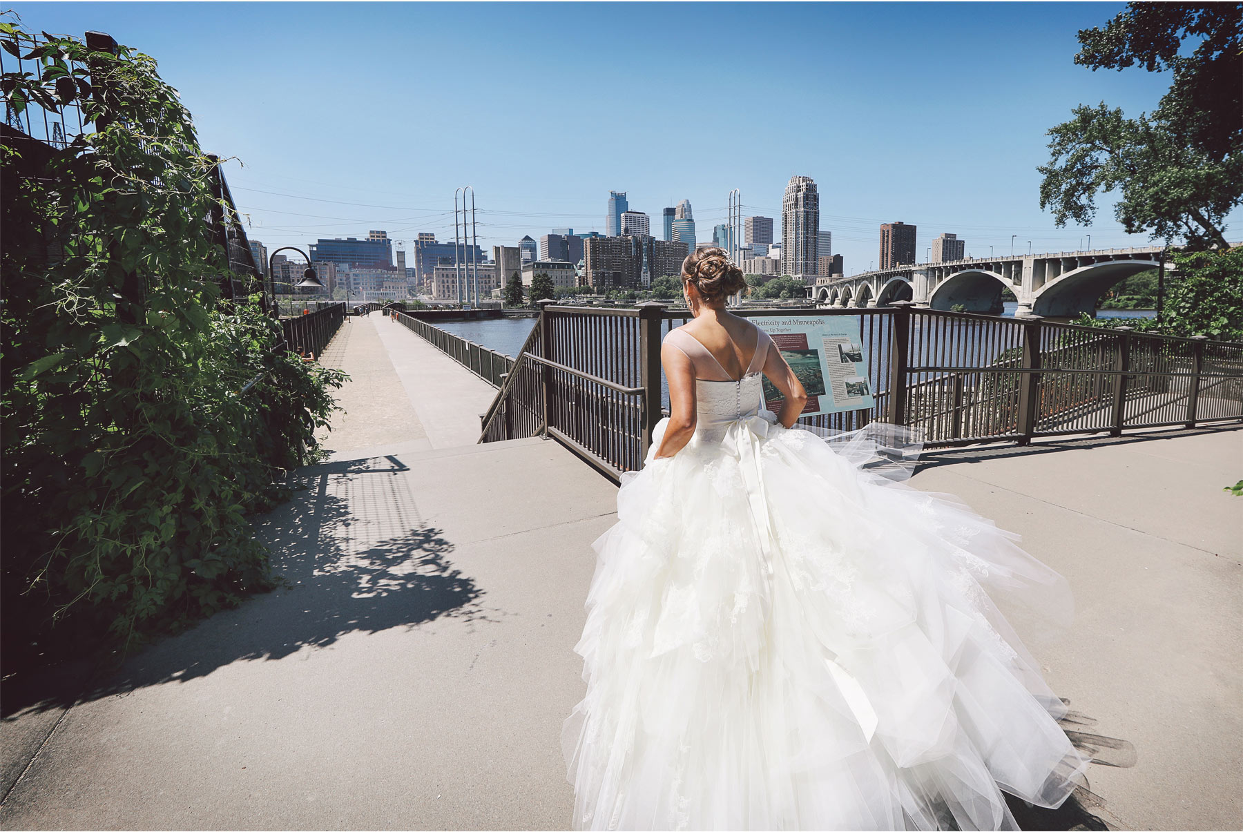 03-Minneapolis-Minnesota-Wedding-Photography-by-Vick-Photography-Saint-Anthony-Main-First-Look-Brigid-and-Ernie.jpg