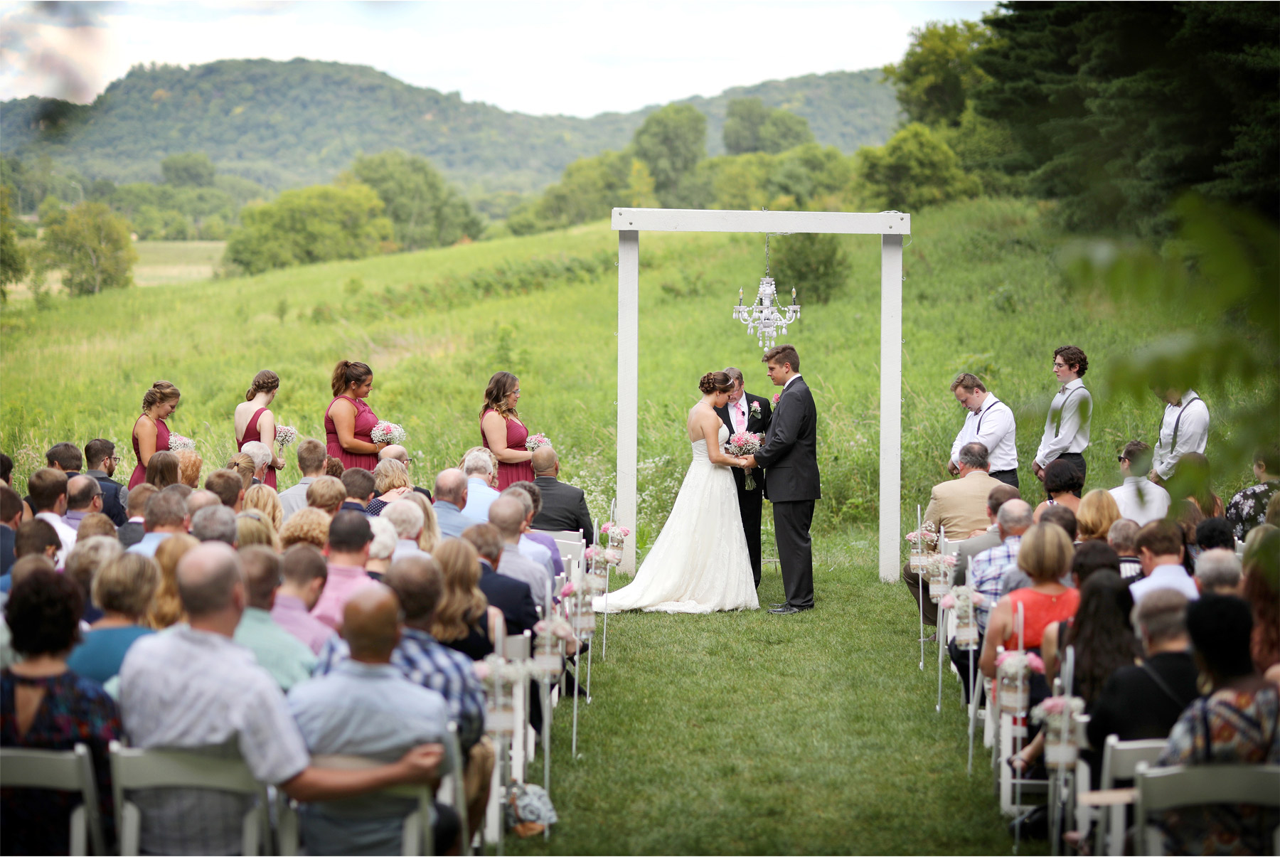 08-Red-Wing-Minnesota-Wedding-Photography-by-Vick-Photography-Round-Barn-Farm-Ceremony-Outside-Outdoor-Nikki-and-Will.jpg