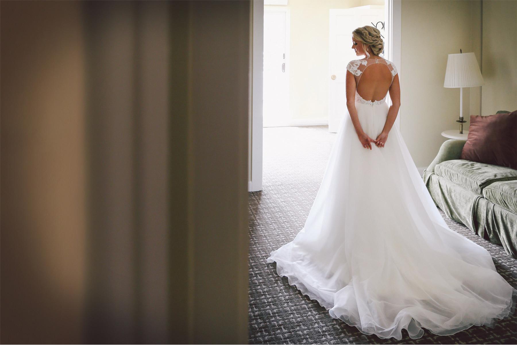 01-Minnetonka-Minnesota-Wedding-Photography-by-Vick-Photography-Wedding-Dress-Morning-Getting-Ready-Jennifer-and-Adam.jpg