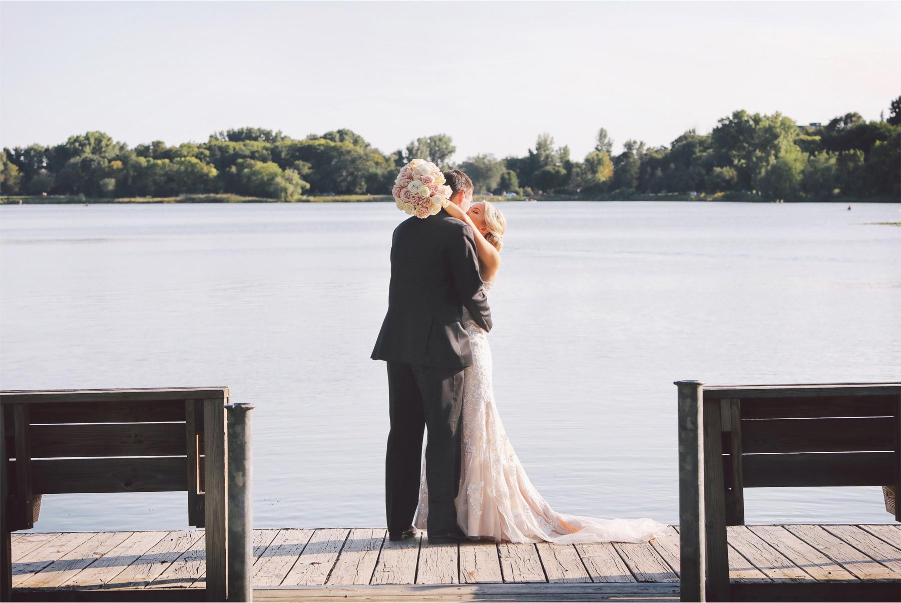 16-Minneapolis-Minnesota-Wedding-Photography-by-Vick-Photography-Lake-of-the-Isles-Jenna-and-Josh.jpg