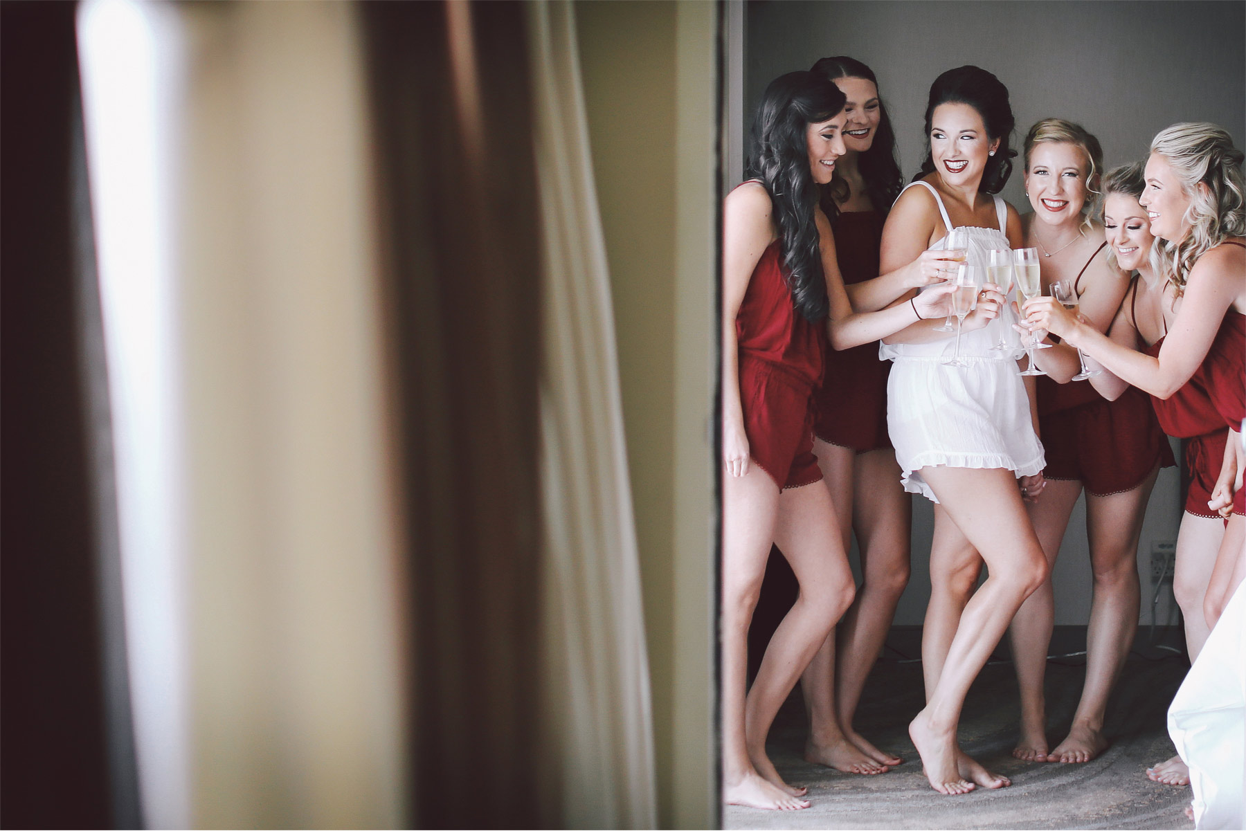 01-Kansas-City-Missouri-Destination-Wedding-Photography-by-Vick-Photography-Getting-Ready-Bridesmaids-Robes-Carly-and-Kenny.jpg