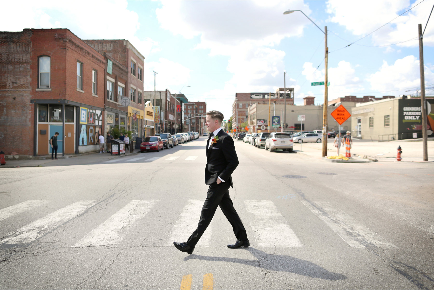 04-Kansas-City-Missouri-Destination-Wedding-Photography-by-Vick-Photography-Groom-Downtown-Carly-and-Kenny.jpg
