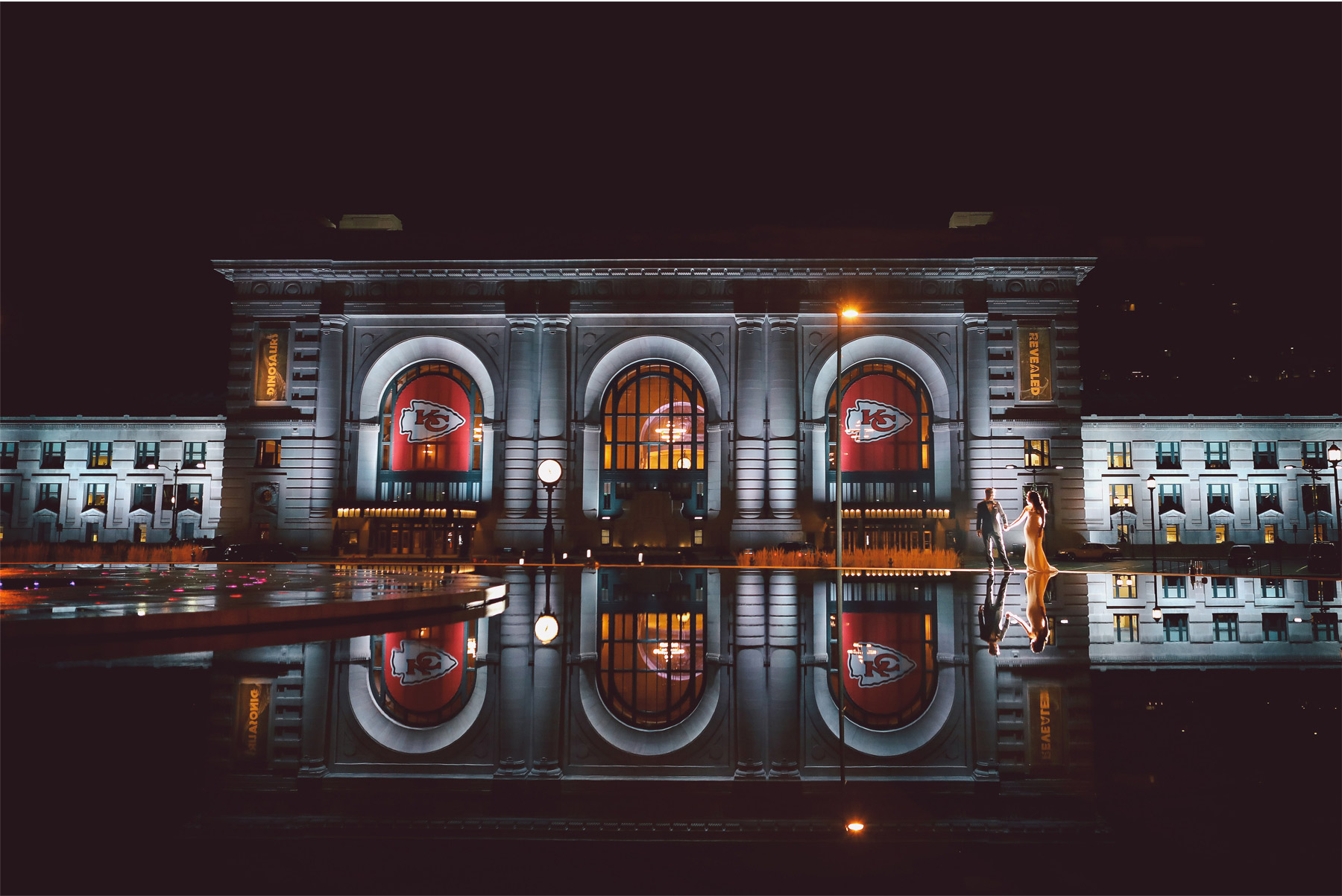 24-Kansas-City-Missouri-Destination-Wedding-Photography-by-Vick-Photography-Downtown-Night-Photography-Champagne-Carly-and-Kenny.jpg