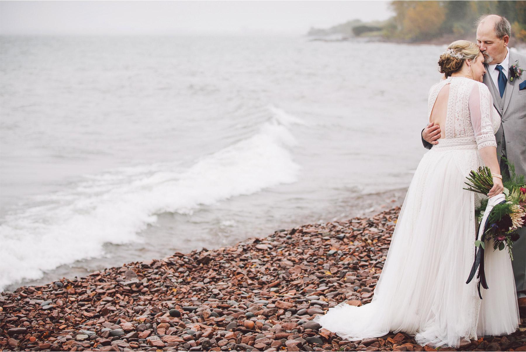 07-Duluth-Minnesota-Wedding-Photography-by-Vick-Photography-Glensheen-Mansion-Rain-Lake-Superior-Kelli-and-Marc.jpg