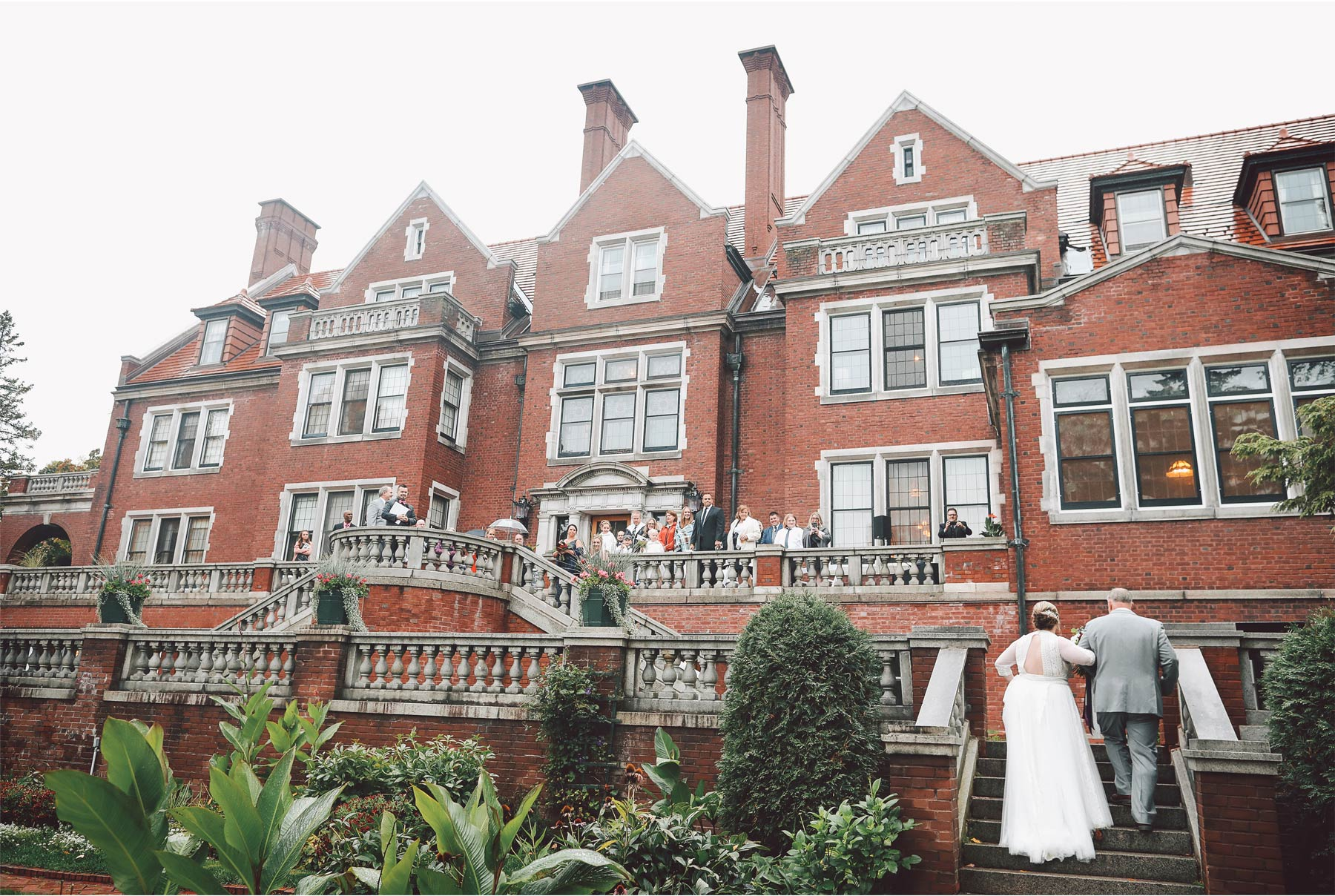 12-Duluth-Minnesota-Wedding-Photography-by-Vick-Photography-Glensheen-Mansion-Outdoor-Ceremony-Rain-Fall-Autumn-Kelli-and-Marc.jpg