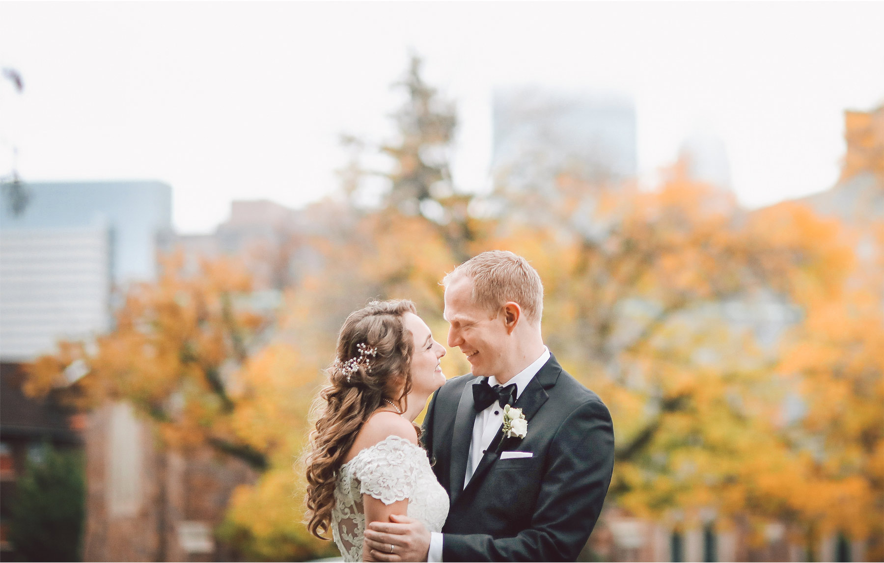 10-Minneapolis-Minnesota-Wedding-Photography-by-Vick-Photography-Semple-Mansion-Fall-Autumn-Danielle-and-Chance.jpg