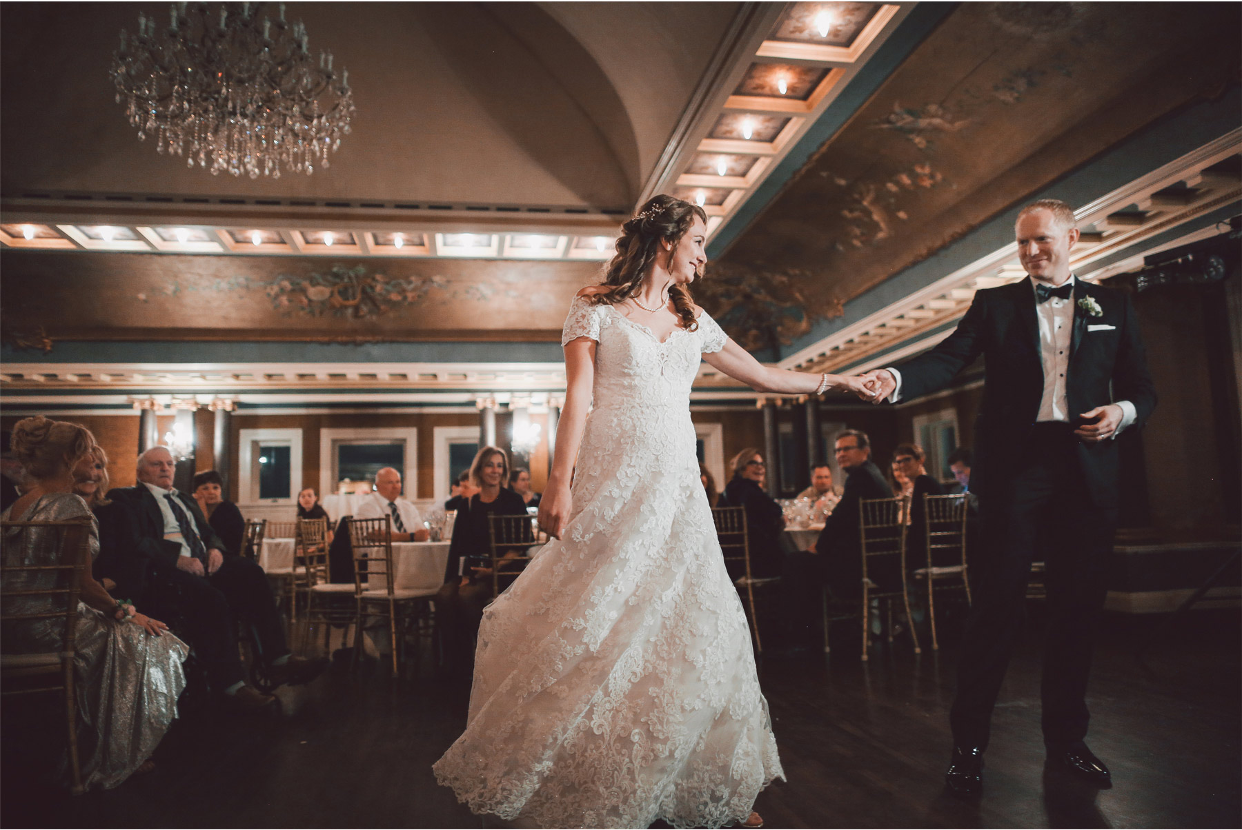 16-Minneapolis-Minnesota-Wedding-Photography-by-Vick-Photography-Semple-Mansion-First-Dance-Danielle-and-Chance.jpg