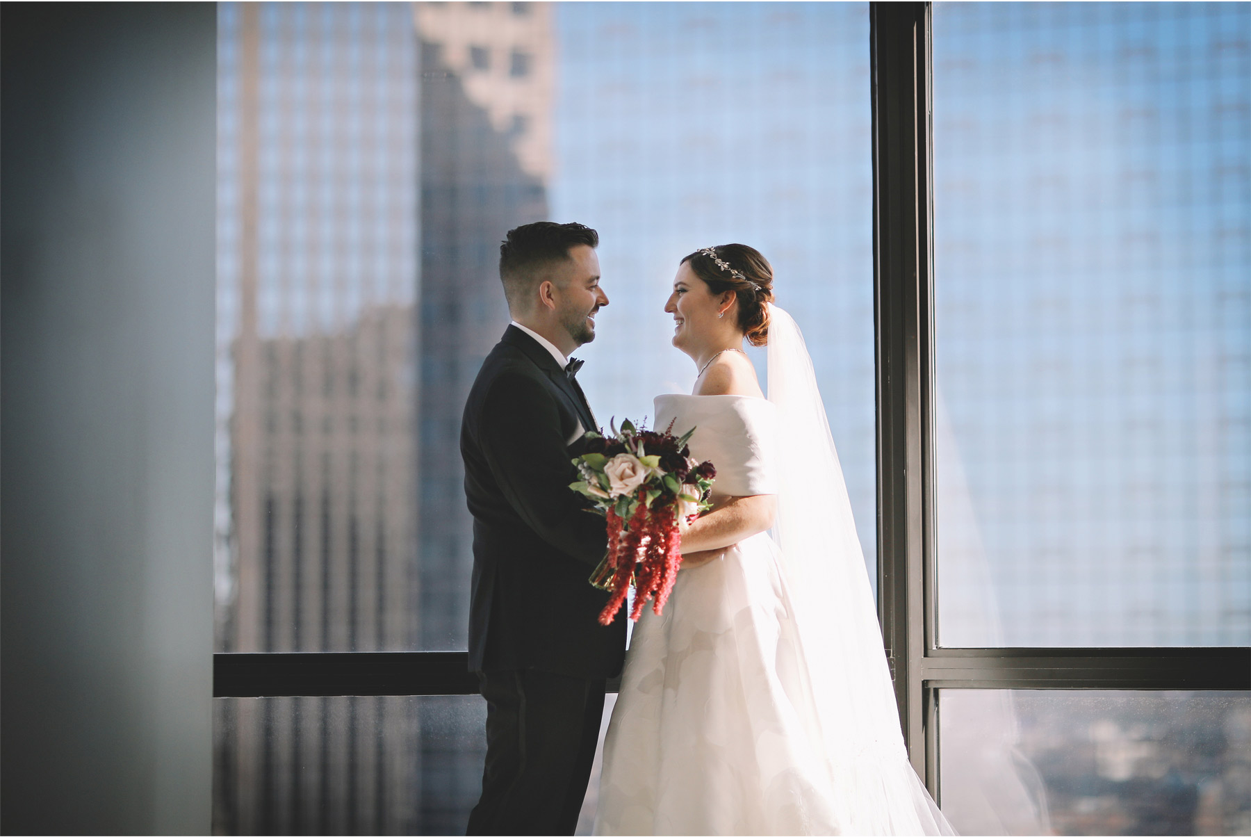 08-Minneapolis-Minnesota-Wedding-Photography-by-Vick-Photography-Loews-Hotel-First-Look-Downtown-Skyline-Caitlin-and-Alec.jpg