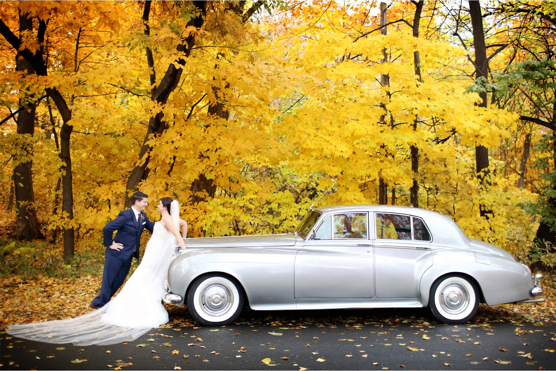 07-Minneapolis-Minnesota-Wedding-Photography-by-Vick-Photography-Classic-Car-Autumn-Fall-Colors-Bride-and-Groom-Jana-and-Matt.jpg