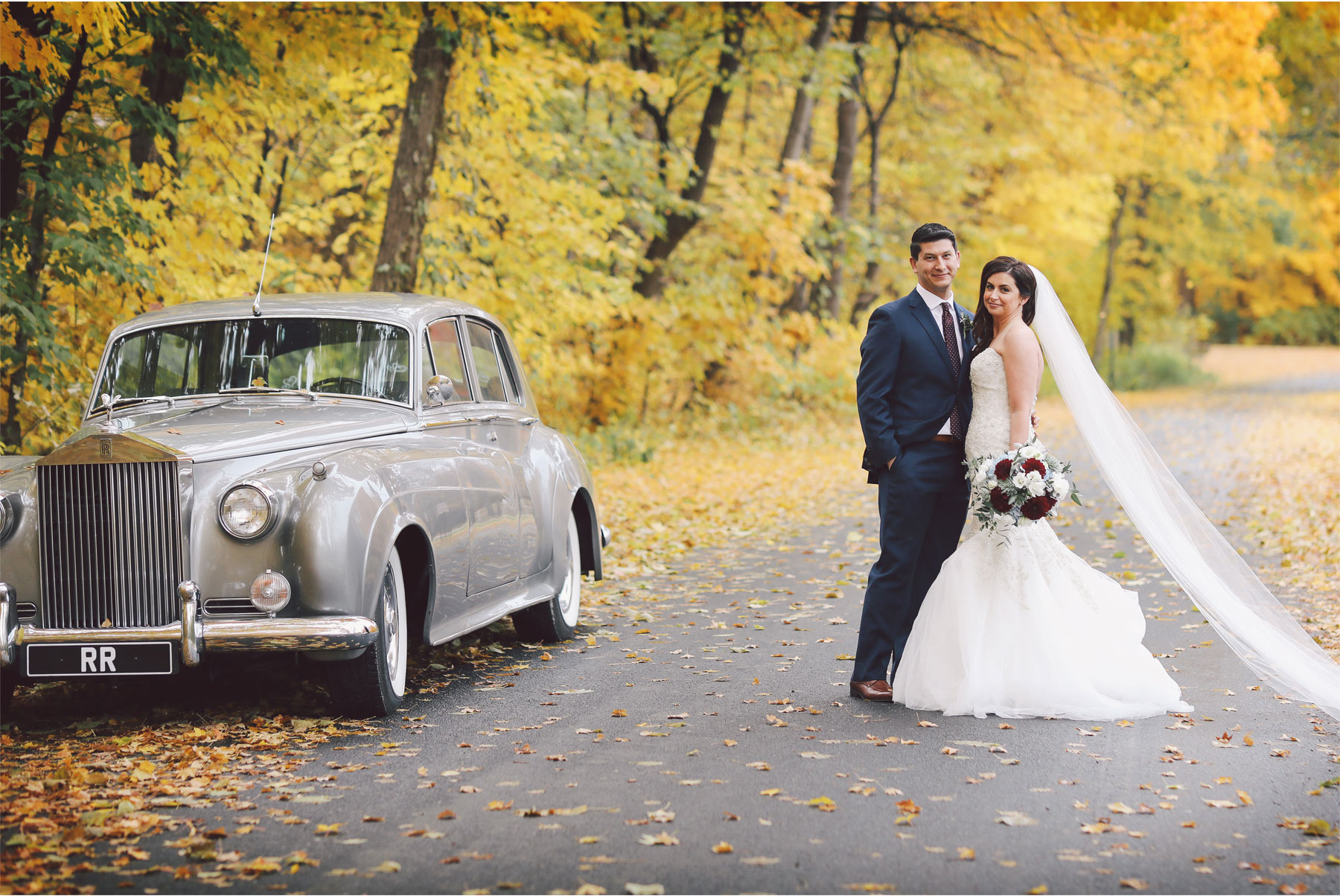 09-Minneapolis-Minnesota-Wedding-Photography-by-Vick-Photography-Classic-Car-Autumn-Fall-Colors-Bride-and-Groom-Jana-and-Matt.jpg