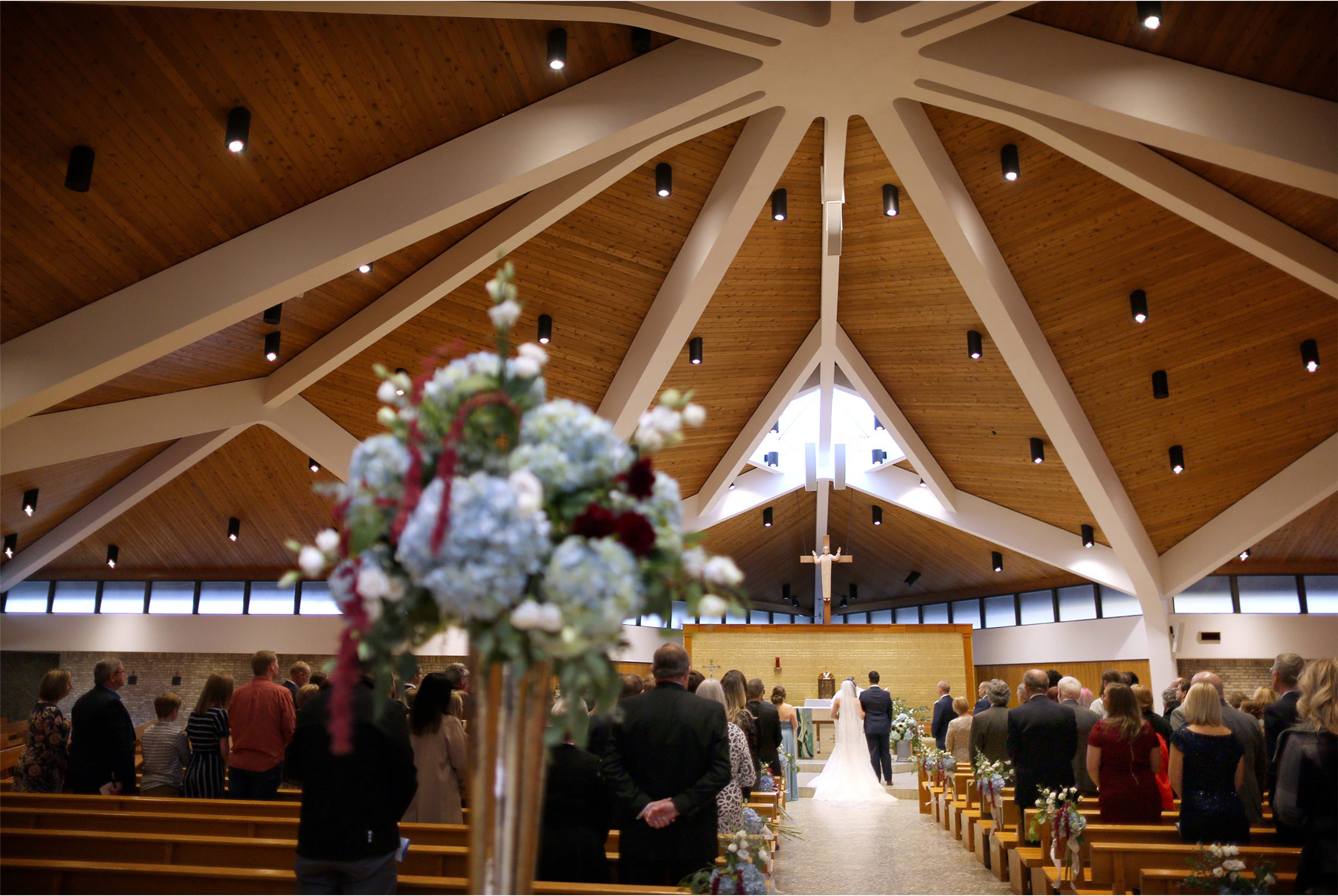 12-Minneapolis-Minnesota-Wedding-Photography-by-Vick-Photography-Our-Lady-of-the-Lake-Catholic-Church-Ceremony-Jana-and-Matt.jpg
