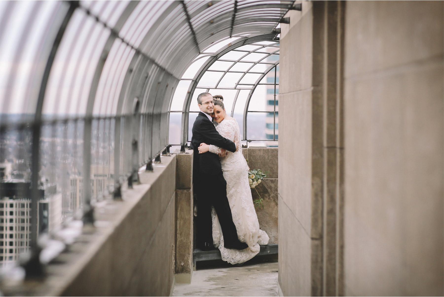 04-Minneapolis-Minnesota-Wedding-Photography-by-Vick-Photography-Foshay-Skyline-Anja-and-Waseem.jpg