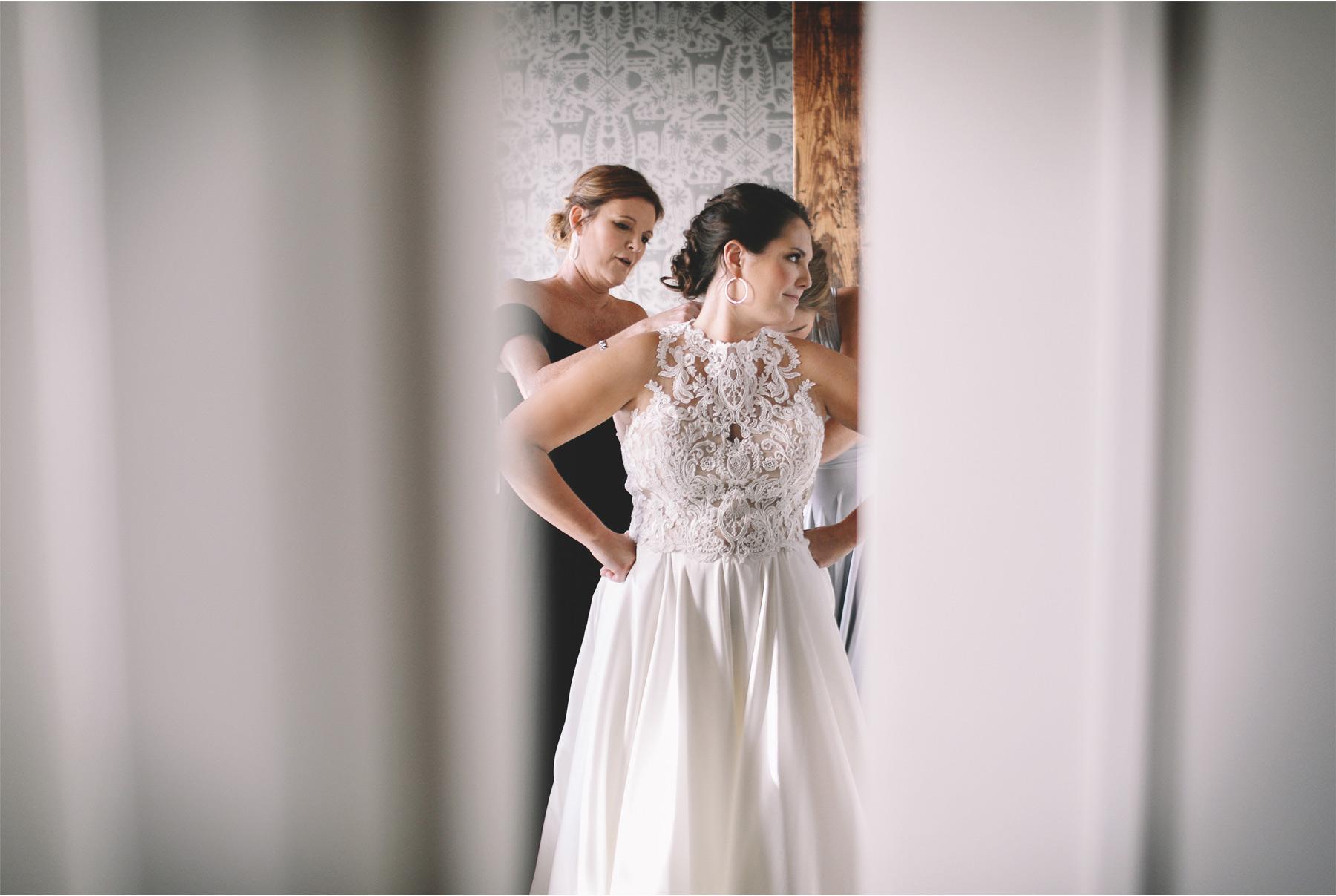 03-Minneapolis-Minnesota-Wedding-Photographer-Vick-Photography-Wedding-Morning-Dress-Carrie-and-August.jpg