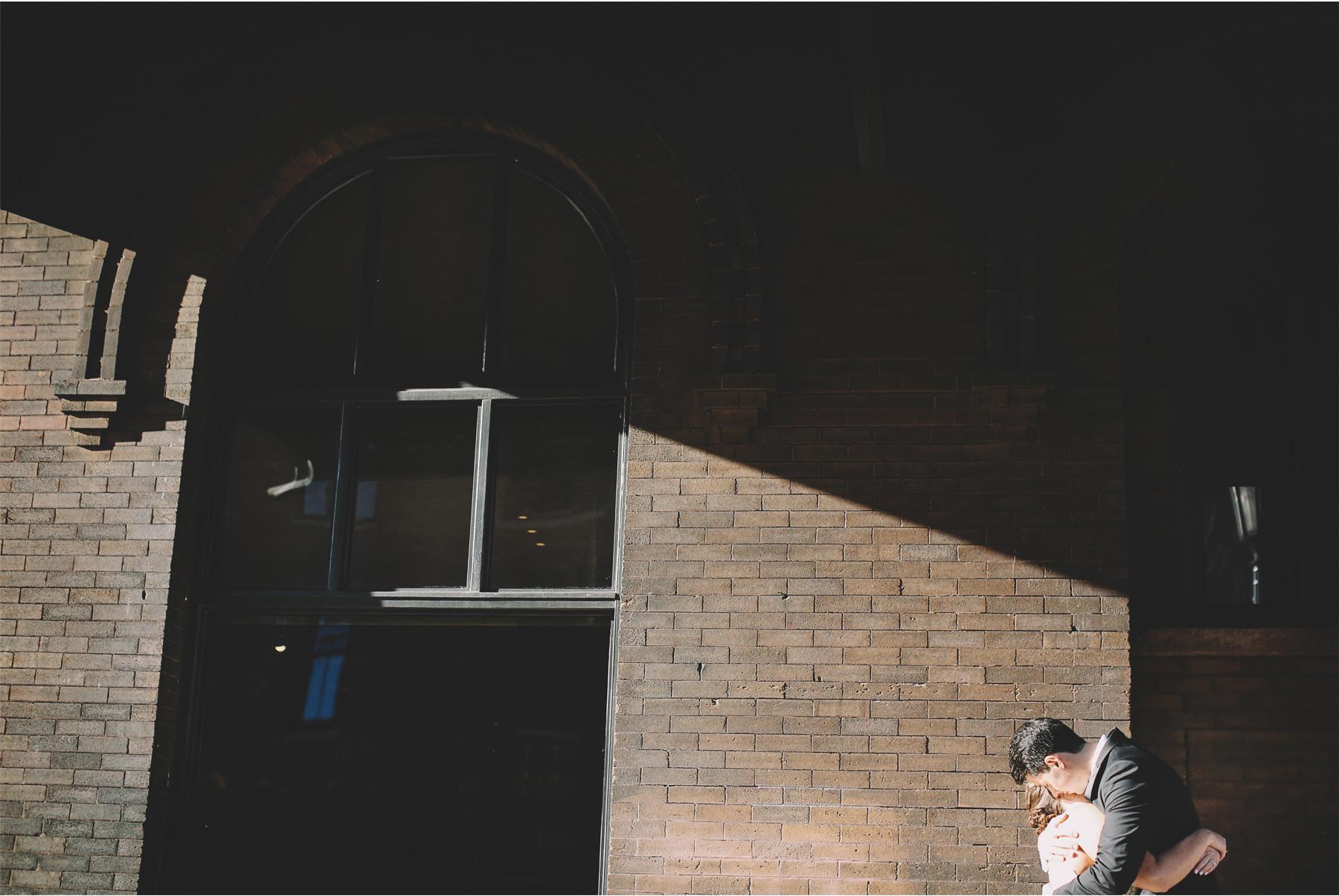 05-Minneapolis-Minnesota-Wedding-Photographer-Vick-Photography-First-Look-Downtown-Carrie-and-August.jpg