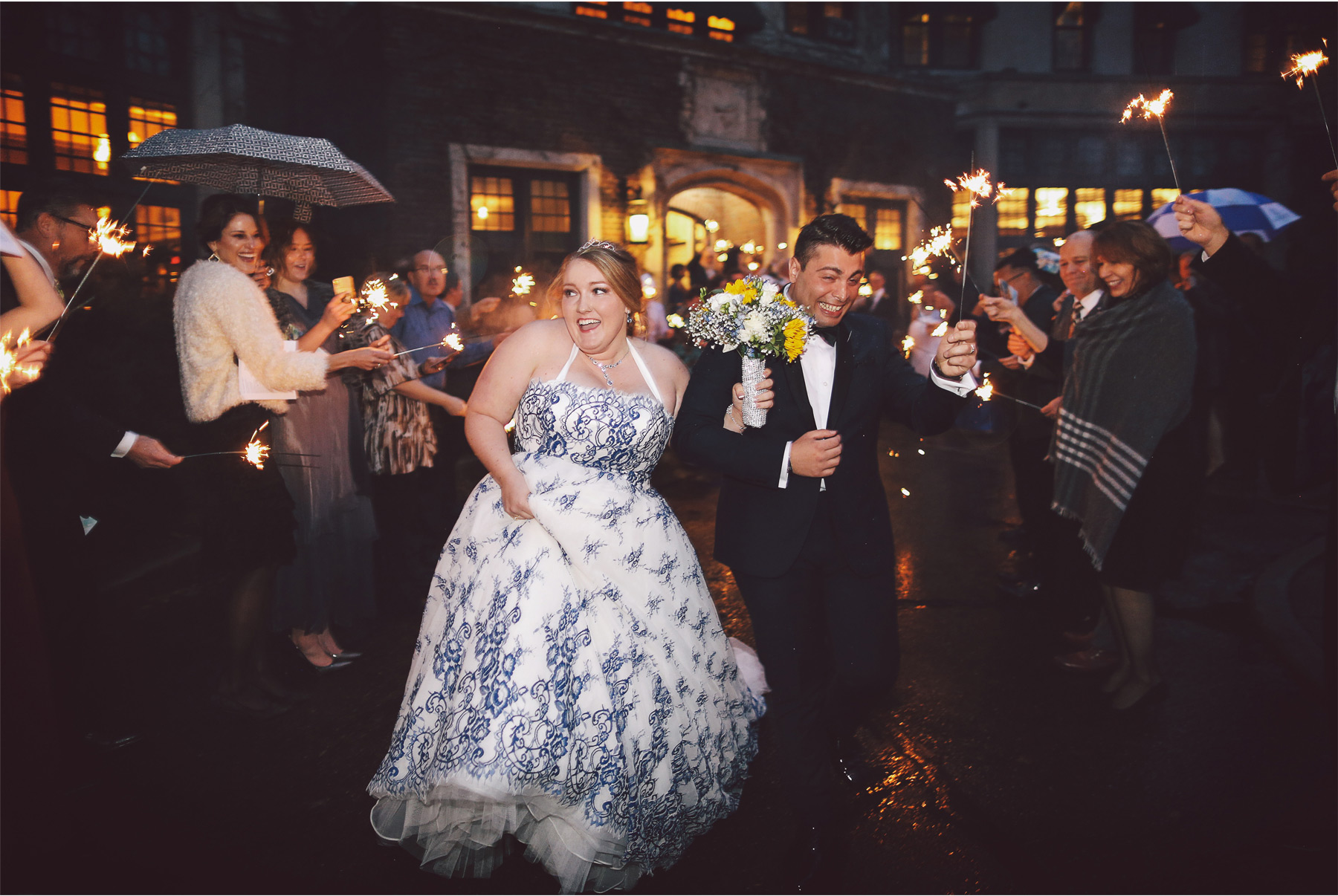 09-Saint-Paul-Minnesota-Wedding-Photography-by-Vick-Photography-The-University-Club-Sparklers-Send-Off-Mari-and-Giuseppe.jpg