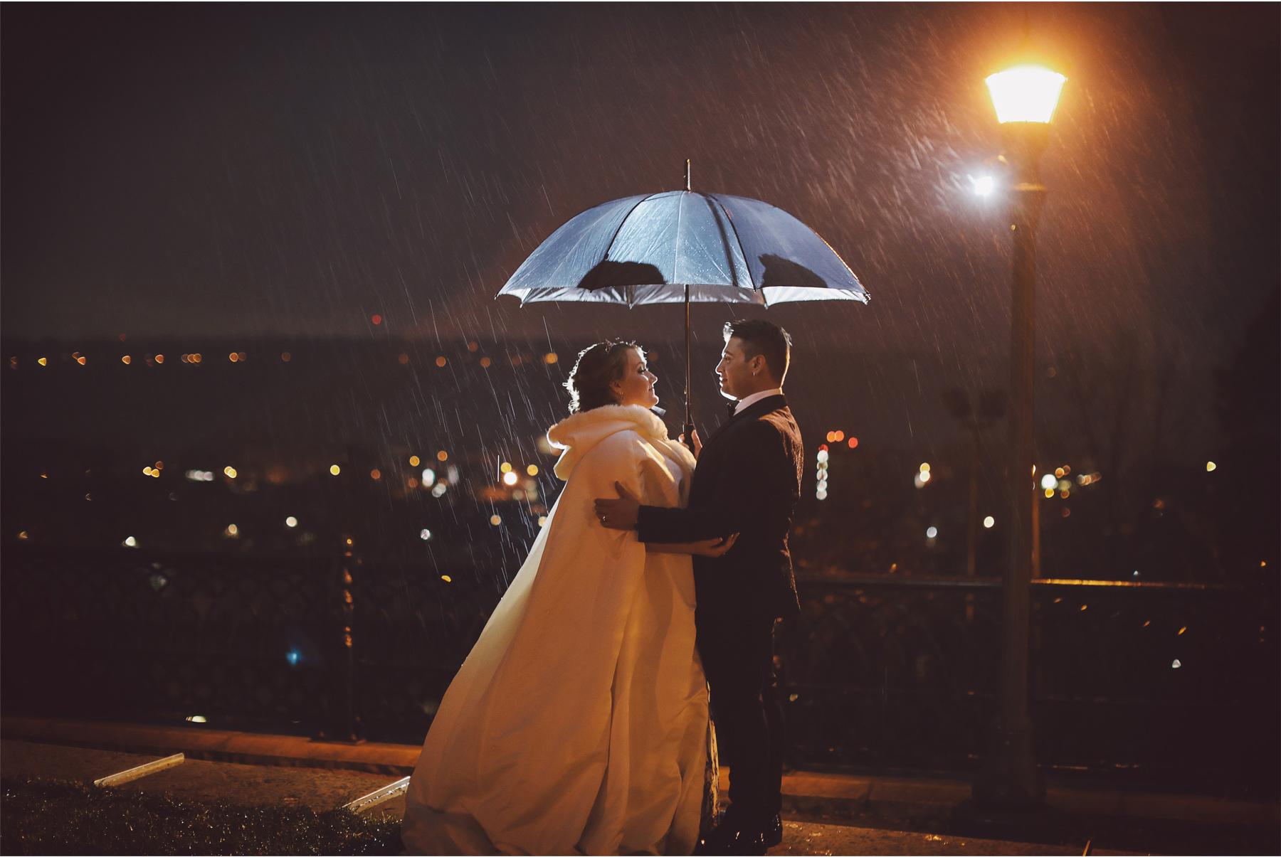 13-Saint-Paul-Minnesota-Wedding-Photography-by-Vick-Photography-The-University-Club-Night-Photography-Rain-Umbrella-Mari-and-Giuseppe.jpg