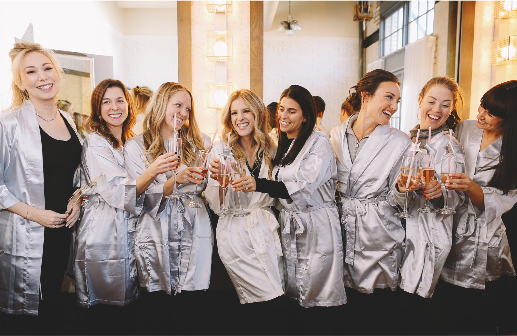 02-Minneapolis-Minnesota-Wedding-Photographer-by-Vick-Photography-Machine-Shop-Bridesmaids-Robes-Alyssa-and-Garron.jpg