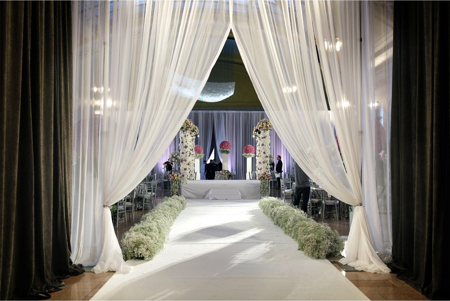 04-Andrew-Vick-Photography-My-Great-Big-Live-Wedding-with-David-Tutera-Behind-the-Scenes-Minnesota-Union-Depot-Saint-Paul-Ceremony.jpg