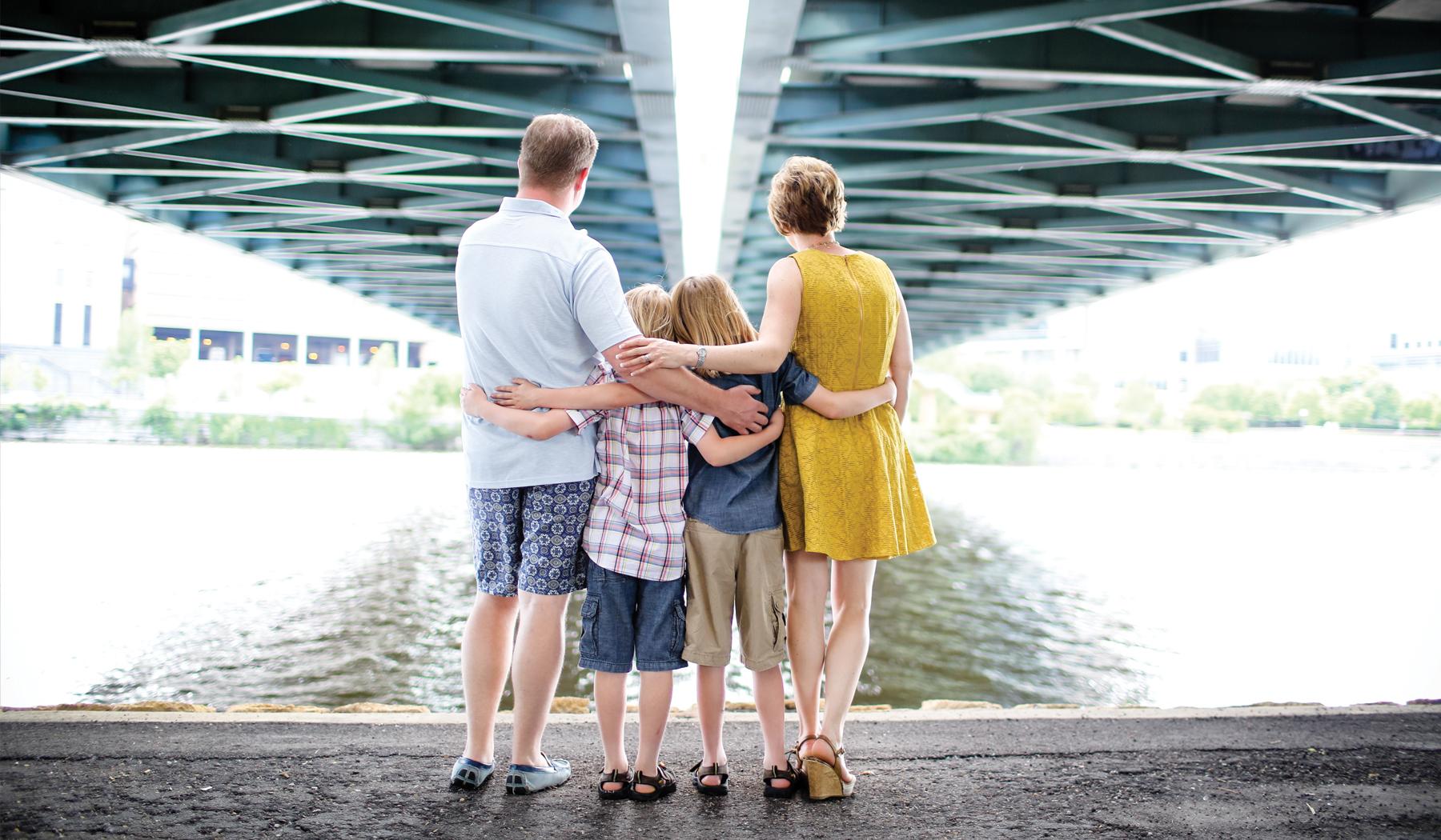 05 Living Room Studios Portraits Family Bridge.jpg