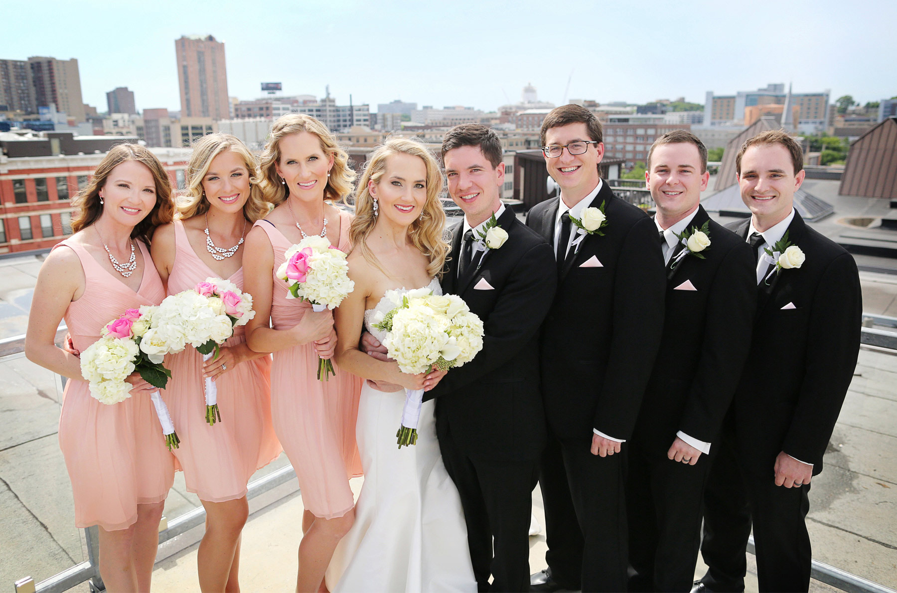 07-Saint-Paul-Minnesota-Wedding-Photographer-by-Andrew-Vick-Photography-Summer-Abulae-Bride-Groom-Bridal-Party-Bridesmaids-Groomsmen-Laura-and-Tim.jpg