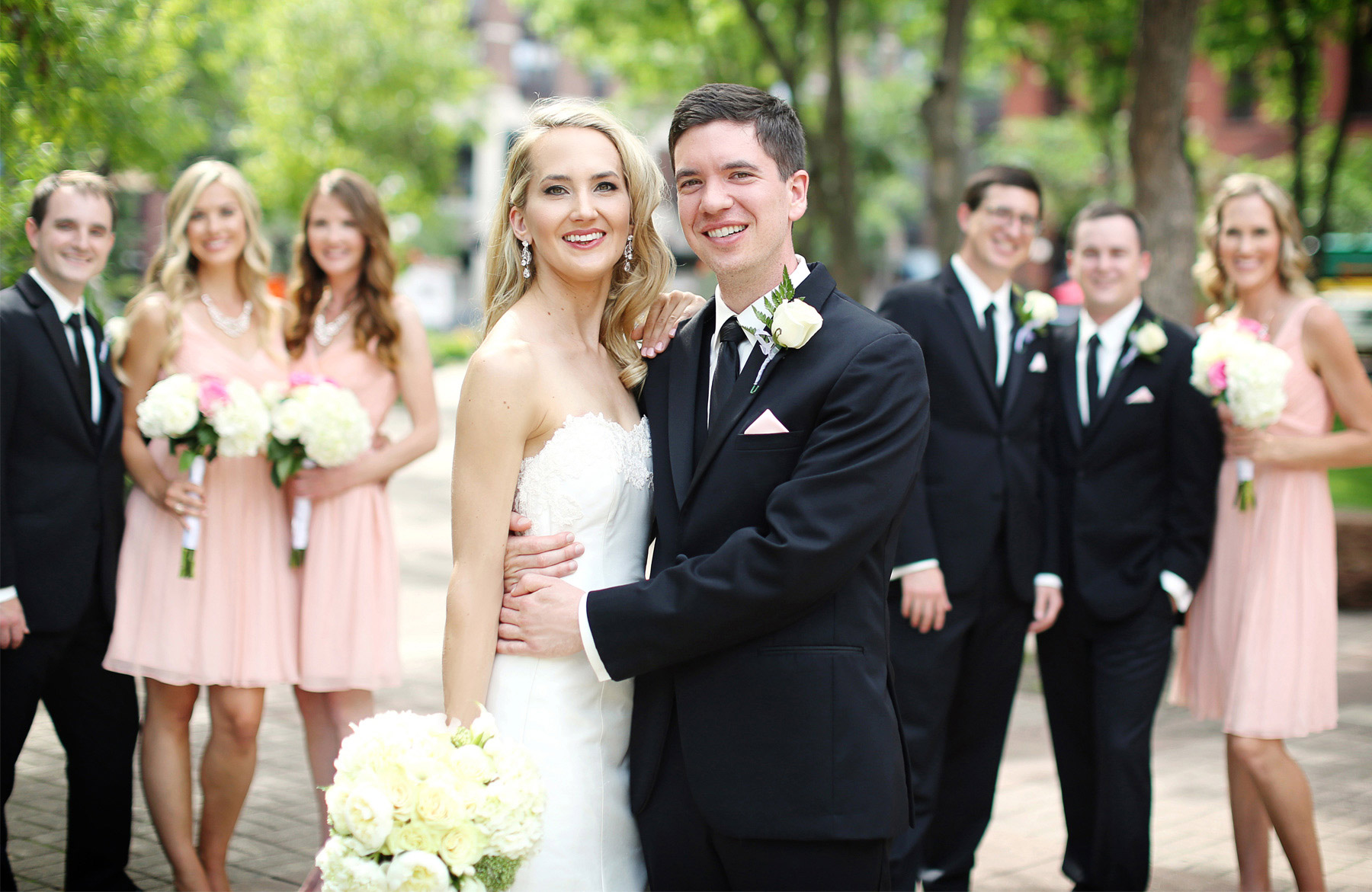 09-Saint-Paul-Minnesota-Wedding-Photographer-by-Andrew-Vick-Photography-Summer-Bride-Groom-Bridal-Party-Bridesmaids-Groomsmen-Laura-and-Tim.jpg
