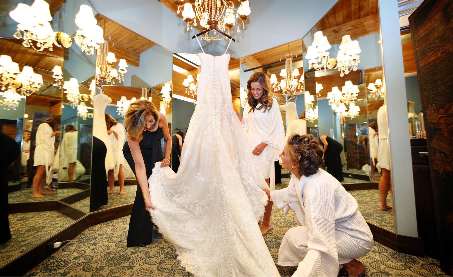 01-Saint-Paul-Minnesota-Wedding-Photographer-by-Andrew-Vick-Photography-Summer-Abulae-Getting-Ready-Bride-Mother-Bridesmaid-Dress-Hanger-Molly-and-Dan.jpg
