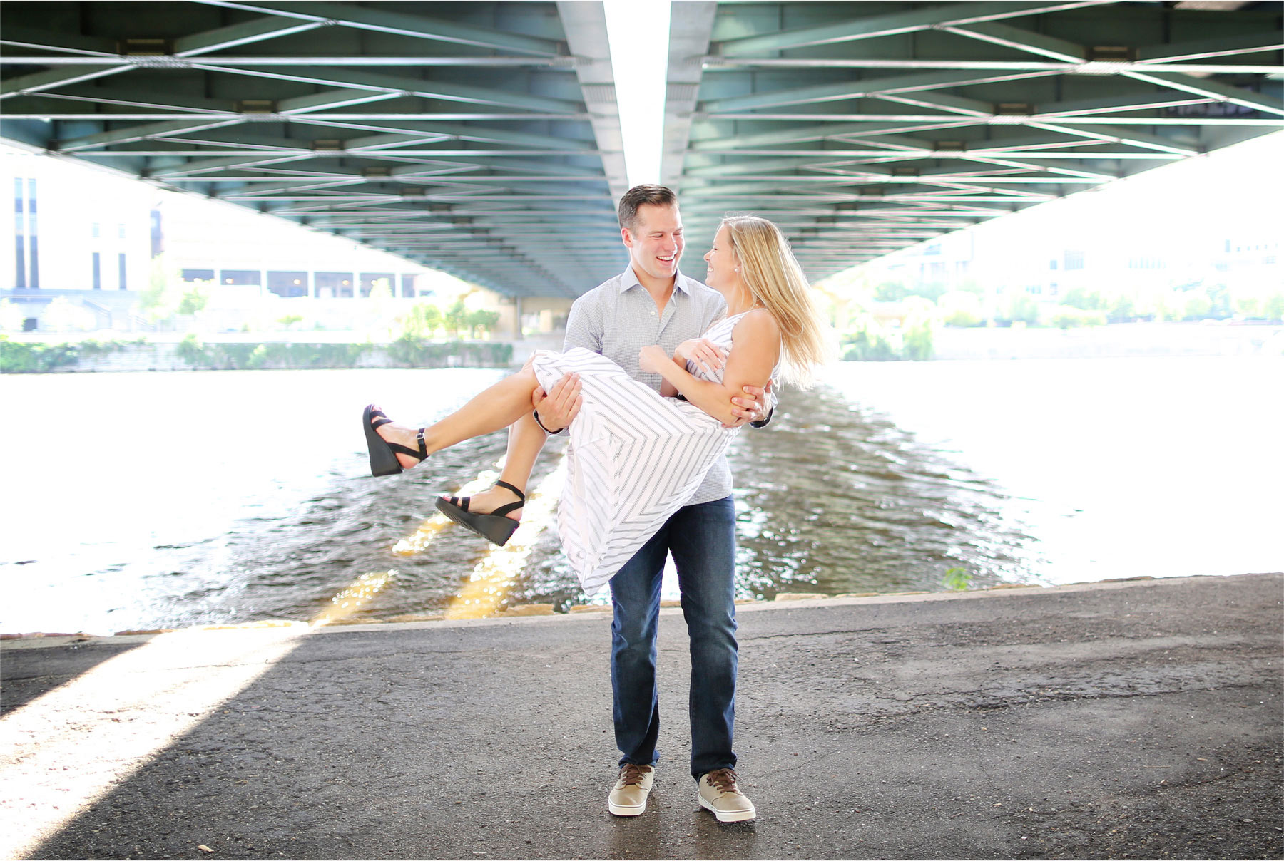 02-Minneapolis-Minnesota-Engagement-Photographer-by-Andrew-Vick-Photography-Summer-Mississippi-River-Hennepin-Avenue-Bridge-Lift-Laughter-Tina-and-Kevin.jpg