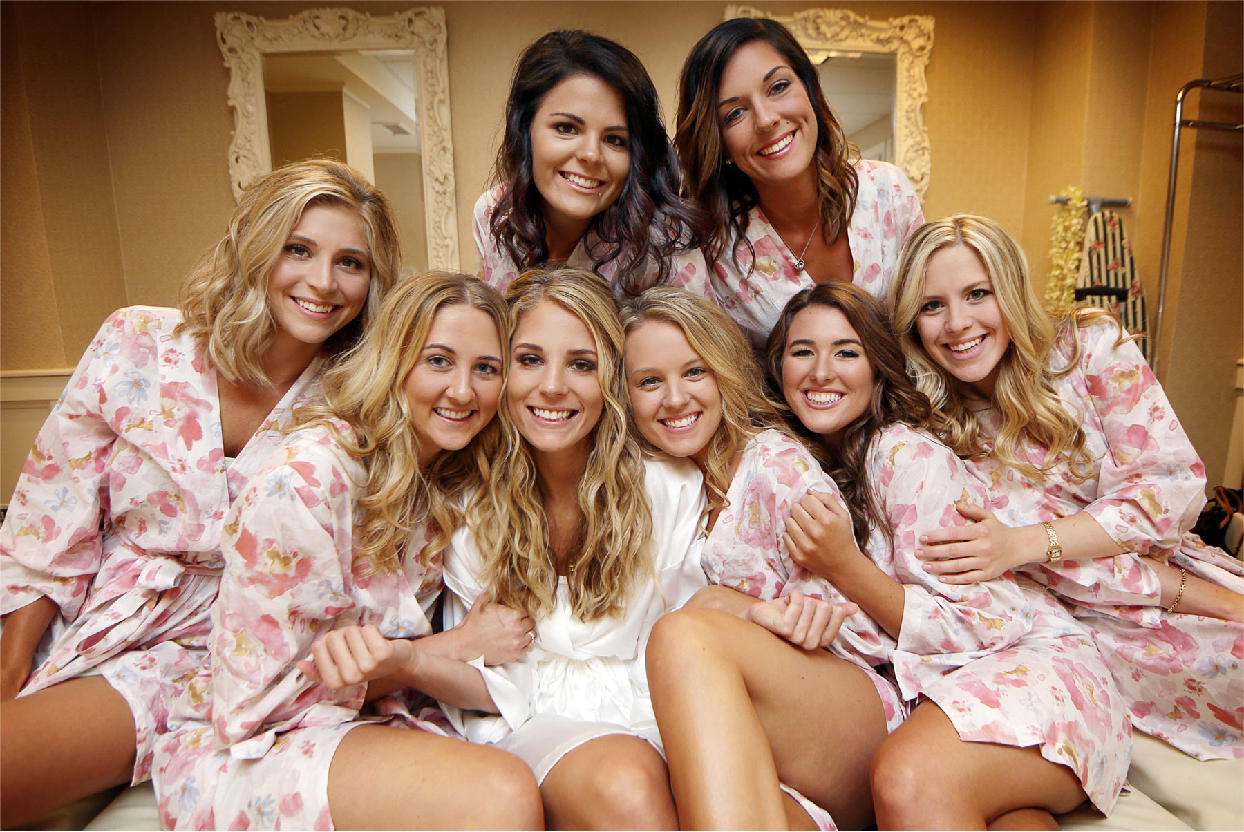 01-Minneapolis-Minnesota-Wedding-Photographer-by-Andrew-Vick-Photography-Summer-Calhoun-Beach-Club-Getting-Ready-Bride-Bridesmaids-Robes-Lexie-and-James.jpg