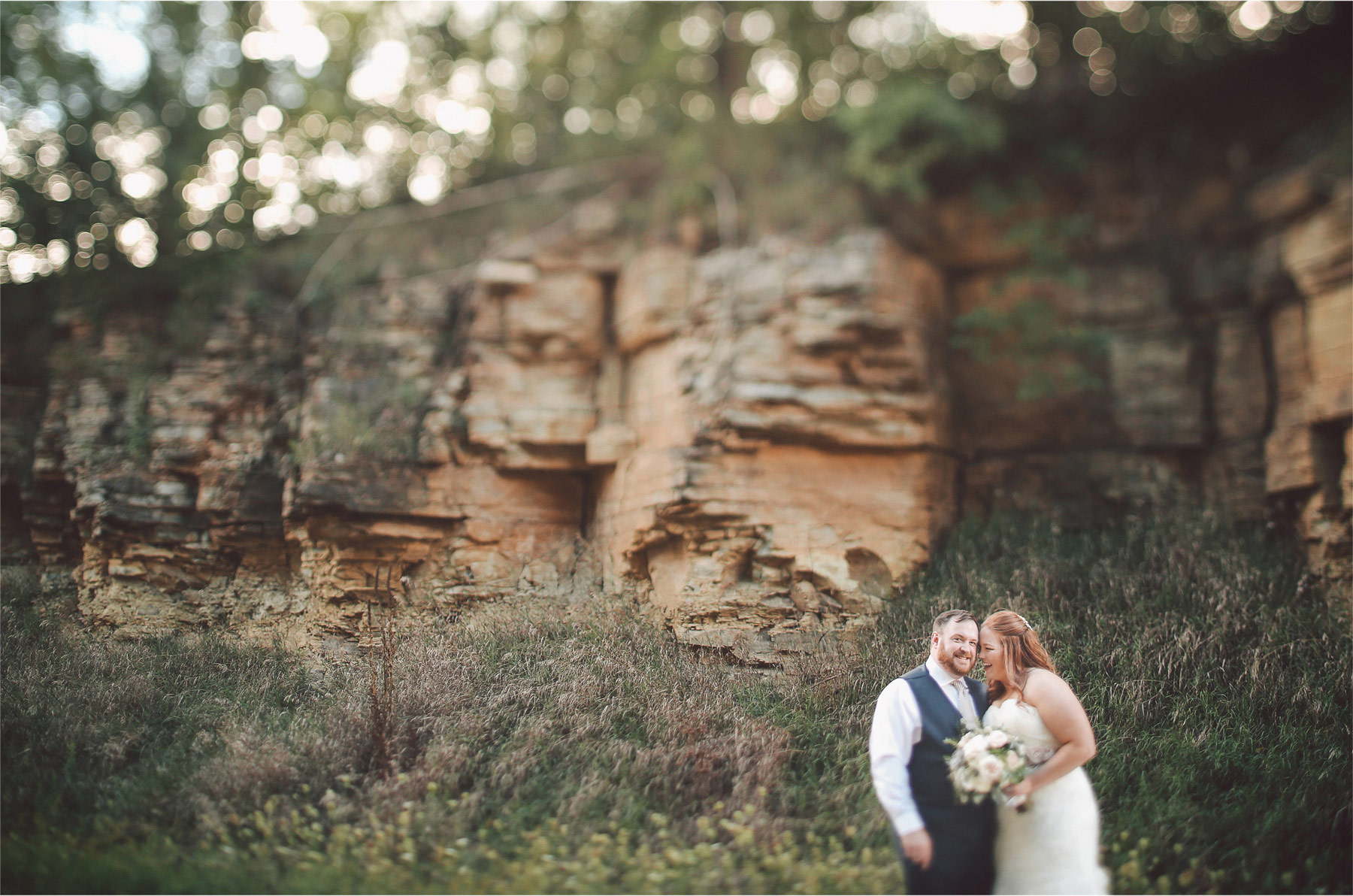 21-Cannon-Falls-Minnesota-Wedding-Photographer-by-Andrew-Vick-Photography-Summer-River-Winery-Bride-Groom-Laughter-Sand-Stone-Vintage-Becca-and-Donal.jpg