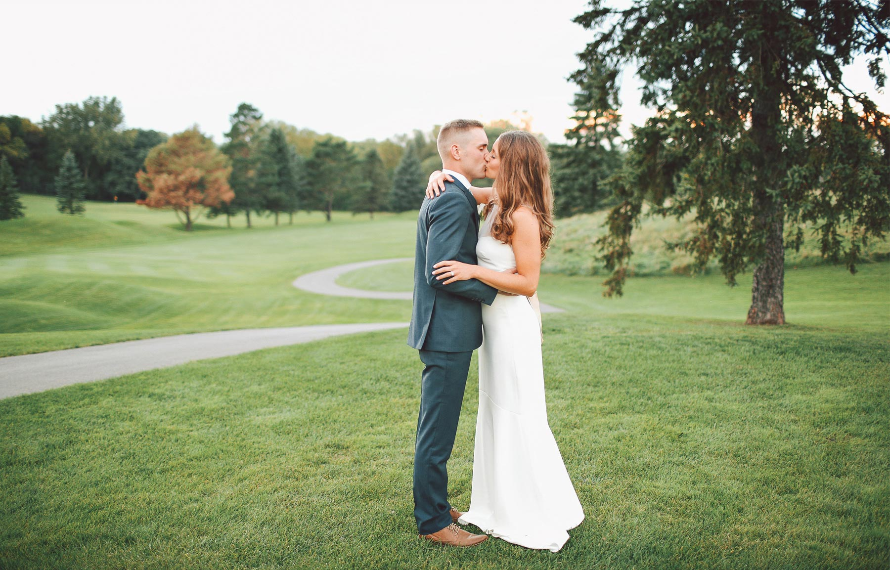 23-Dellwood-Minnesota-Wedding-Photographer-by-Andrew-Vick-Photography-Summer-Country-Club-Reception-Bride-Groom-Golf-Course-Kiss-Vintage-Sarah-and-Landon.jpg