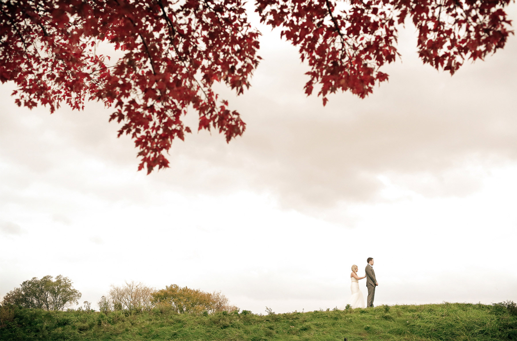 05-Stillwater-Minnesota-Wedding-Photographer-by-Andrew-Vick-Photography-Fall-Autumn-StoneRidge-Golf-Club-First-Meeting-Look-Bride-Groom-Hills-Field-Vintage-Micaela-and-Derek.jpg