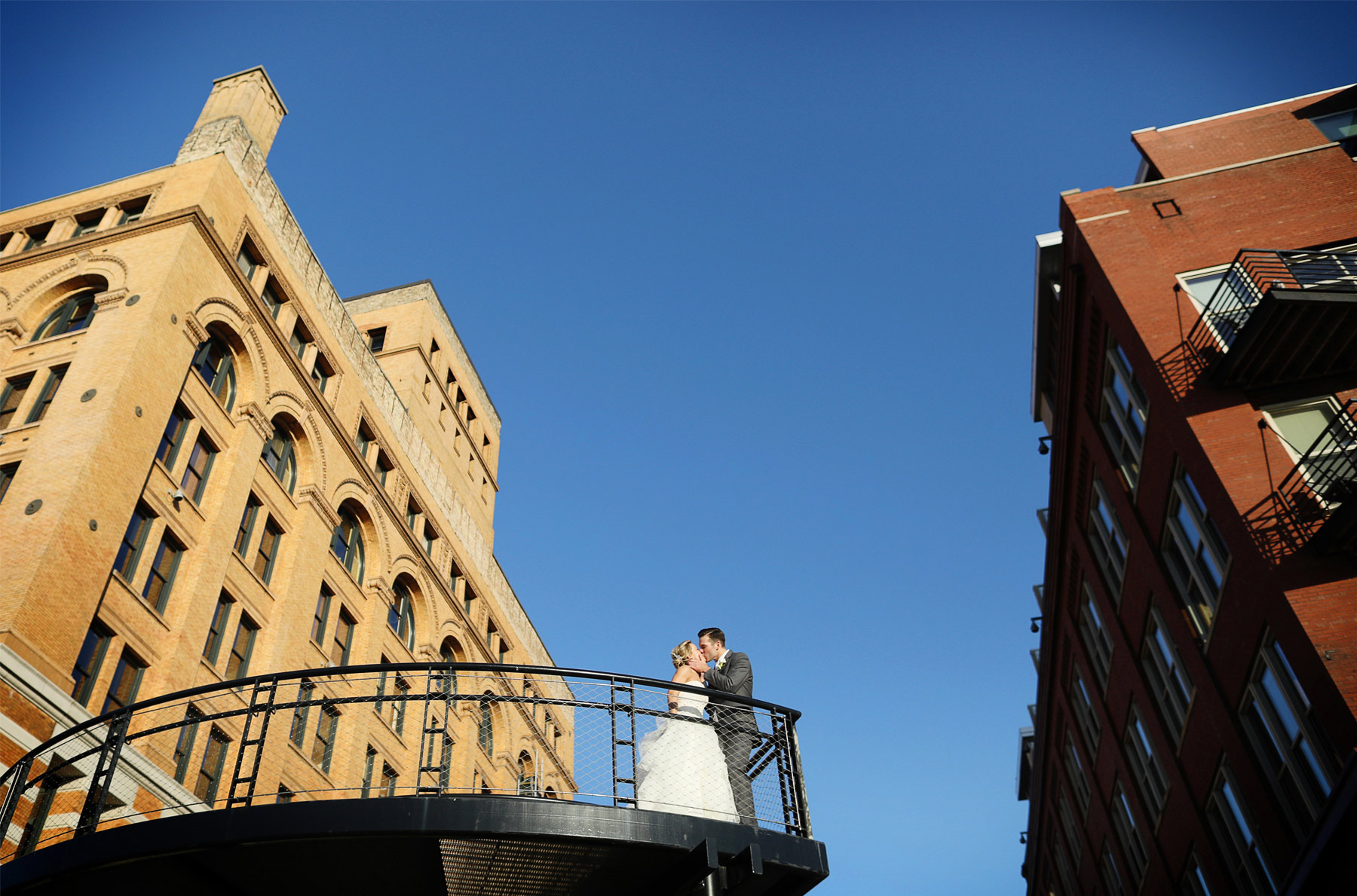 19-Milwaukee-Wisconsin-Wedding-Photographer-by-Andrew-Vick-Photography-Fall-Autumn-Destination-Bride-Groom-Downtown-Kiss-Tina-and-Kevin.jpg