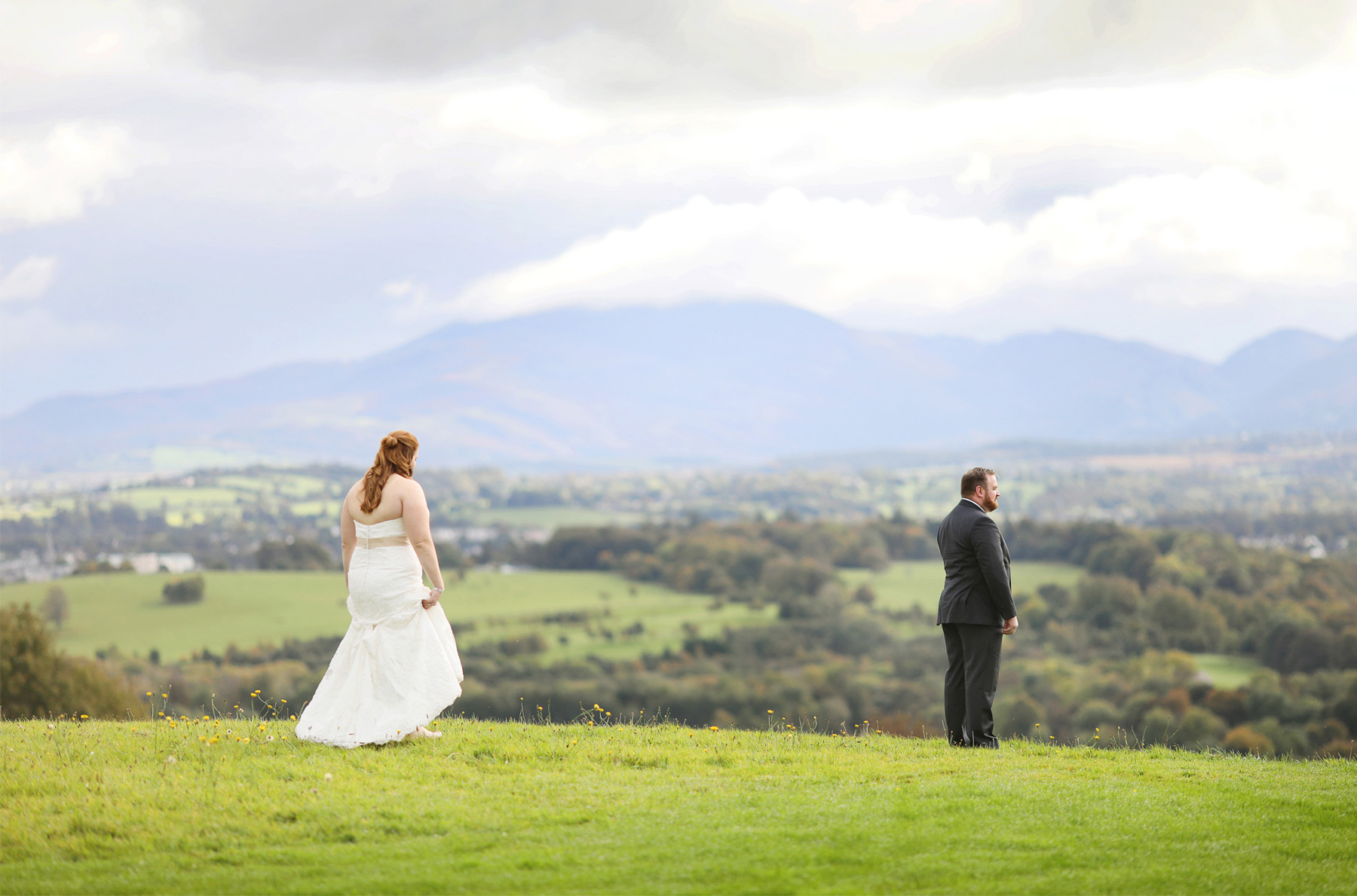 21-Kilarney-Ireland-Wedding-Photographer-by-Andrew-Vick-Photography-Fall-Autumn-Destination-First-Meeting-Look-Bride-Groom-Landscape-Village-Field-Becca-and-Donal.jpg
