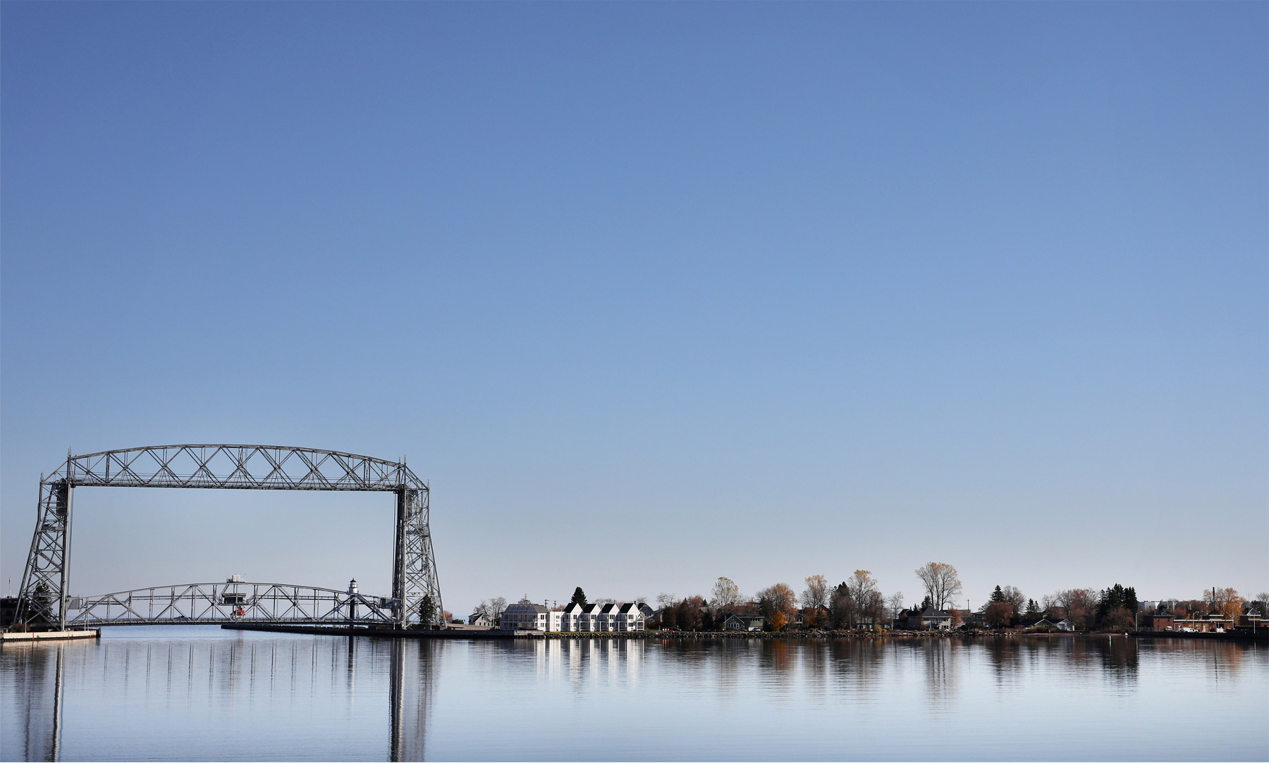 01-Duluth-Minnesota-Wedding-Photographer-by-Andrew-Vick-Photography-Fall-Autumn-Aerial-Lift-Bridge-Lake-Superior-Molly-and-Carson.jpg