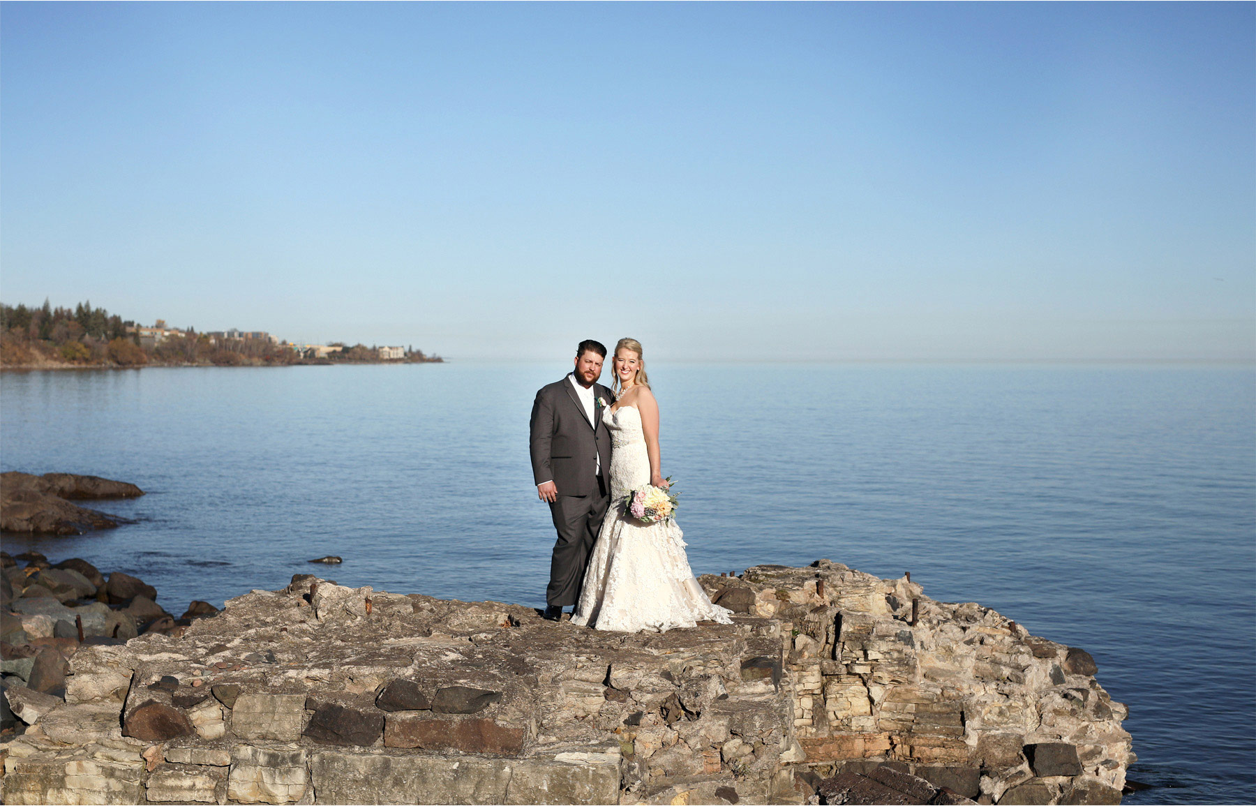08-Duluth-Minnesota-Wedding-Photographer-by-Andrew-Vick-Photography-Fall-Autumn-Lake-Superior-First-Meeting-Look-Bride-Groom-Molly-and-Carson.jpg