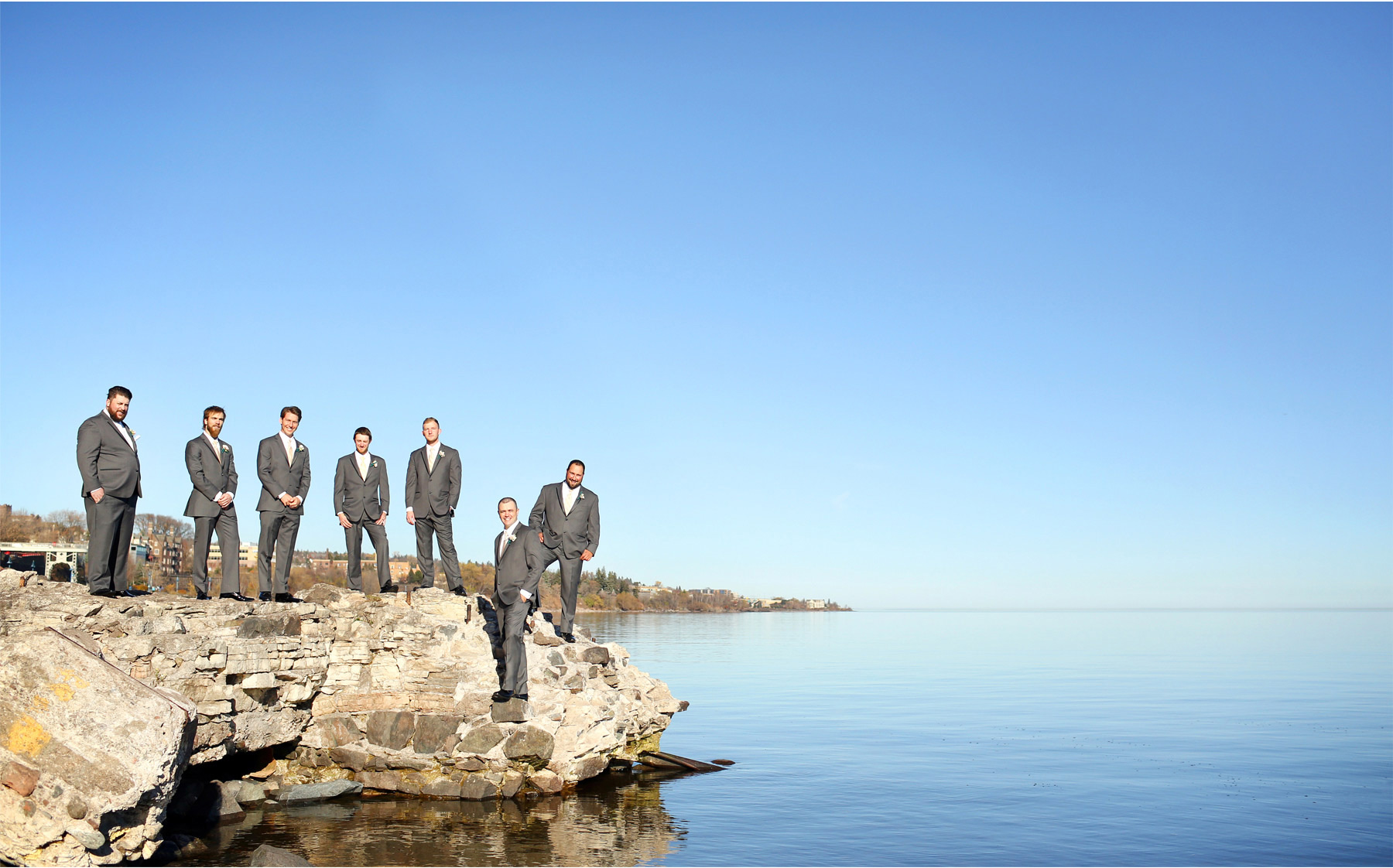 12-Duluth-Minnesota-Wedding-Photographer-by-Andrew-Vick-Photography-Fall-Autumn-Lake-Superior-Groom-Groomsmen-Molly-and-Carson.jpg