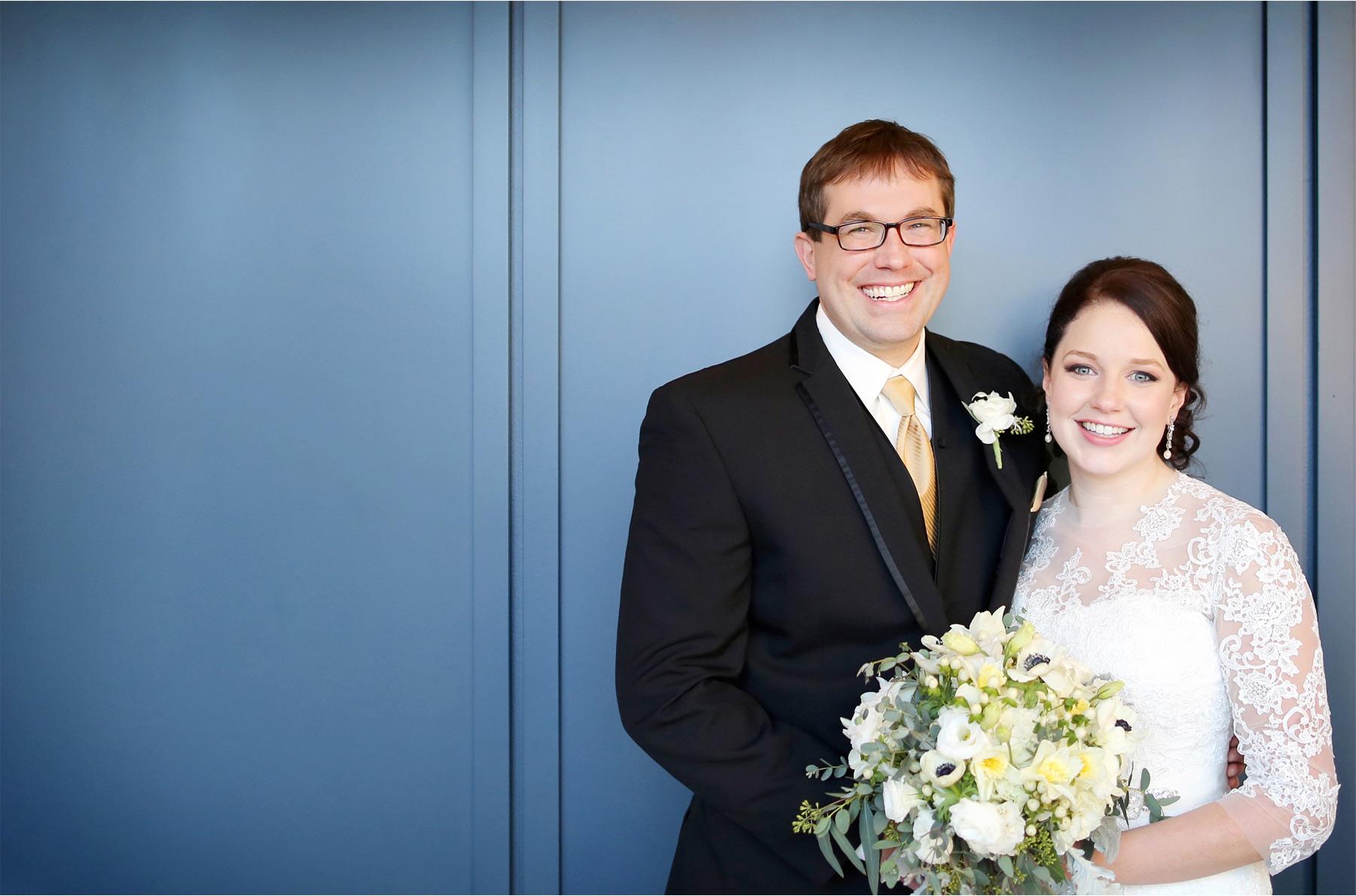 06-Minneapolis-Minnesota-Wedding-Photographer-by-Andrew-Vick-Photography-Winter-Renaissance-Hotel-First-Meeting-Look-Bride-Groom-Flowers-Sara-and-Rob.jpg