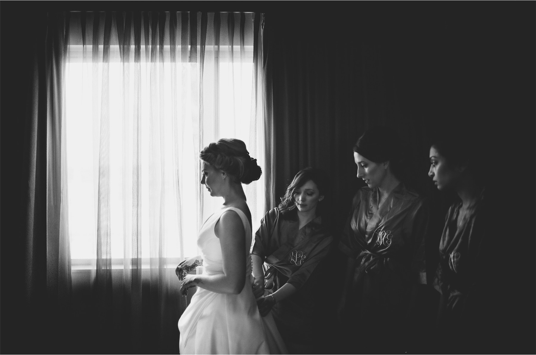 03-Bloomington-Minneapolis-Minnesota-Wedding-Photographer-by-Andrew-Vick-Photography-JW-Marriott-Mall-of-America-MOA-Spring-Getting-Ready-Bride-Bridesmaids-Robes-Henna-Hotel-Black-and-White-Rachel-and-Venu.jpg