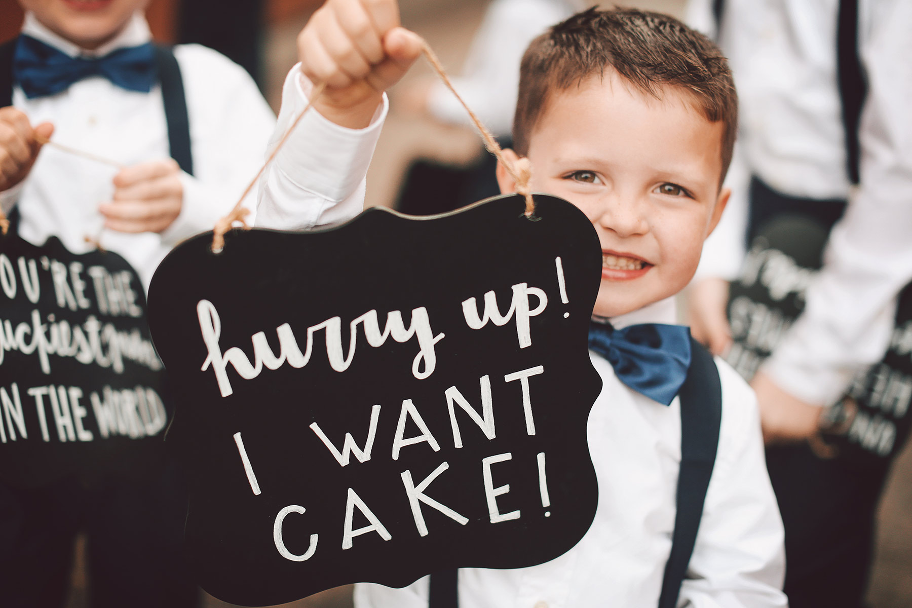 minnesota-wedding-vick-photography-i-want-cake-sign.jpg