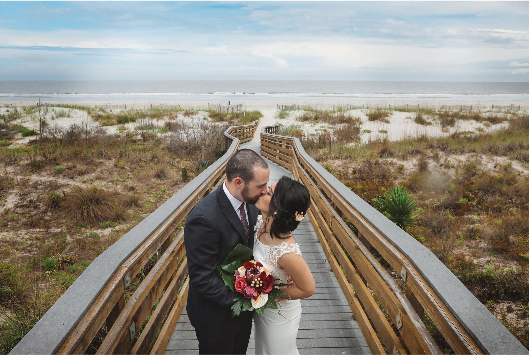08-South-Carolina-Wedding-by-Vick-Photography-Hilton-Head-Island-Omni-Oceanfront-Hotel-Destination-First-Look-Beach-Ocean-Boardwalk-Tropical-Felyn-and-Will.jpg