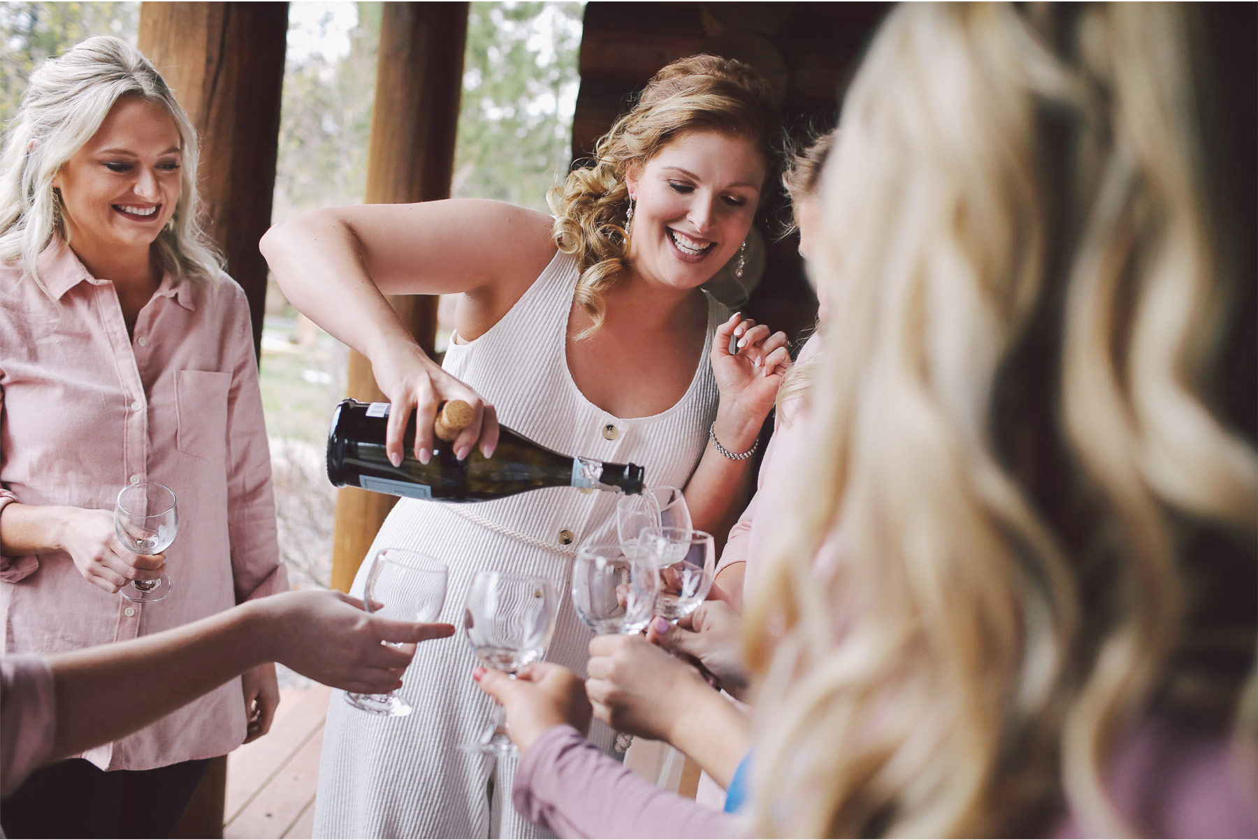 02-Minnesota-Wedding-by-Andrew-Vick-Photography-Grand-Superior-Lodge-Duluth-Two-Harbors-Champagne-Bridesmaids-Toast-Veronica-and-Tyler.jpg