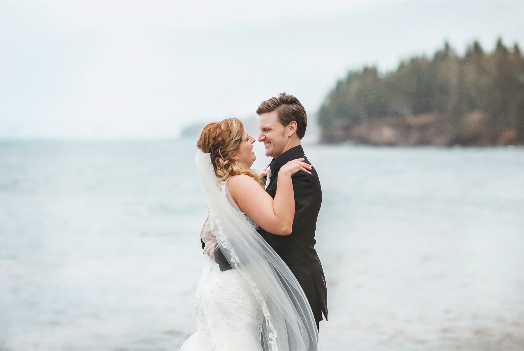 08-Minnesota-Wedding-by-Andrew-Vick-Photography-Grand-Superior-Lodge-Duluth-Two-Harbors-Bride-Dress-Lake-Superior-Rain-Groom-Veronica-and-Tyler.jpg